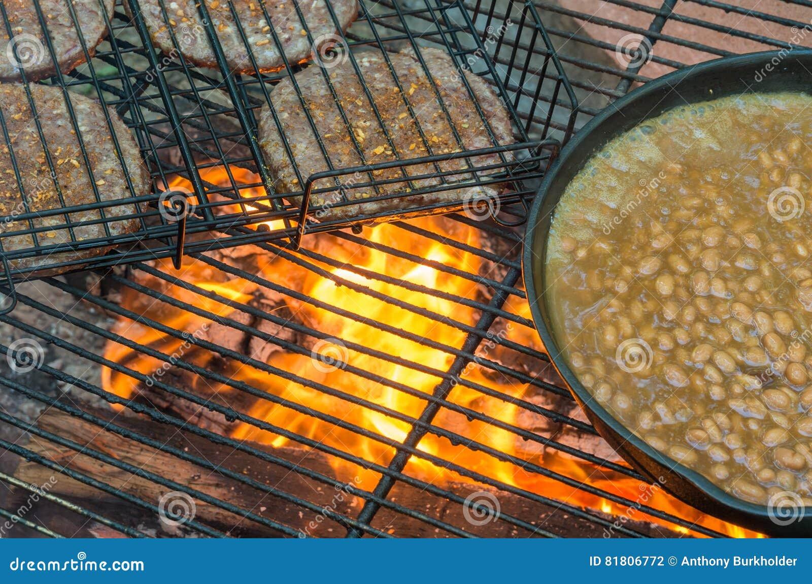 Еда лагерного костера