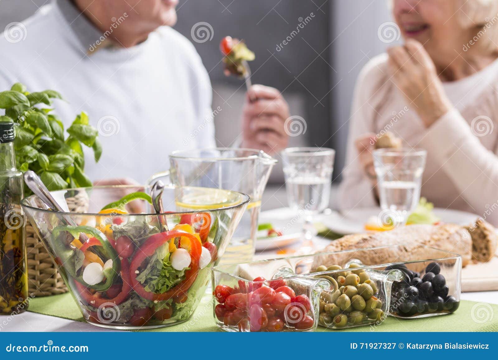 Еда здоровая, чувствующ хороший