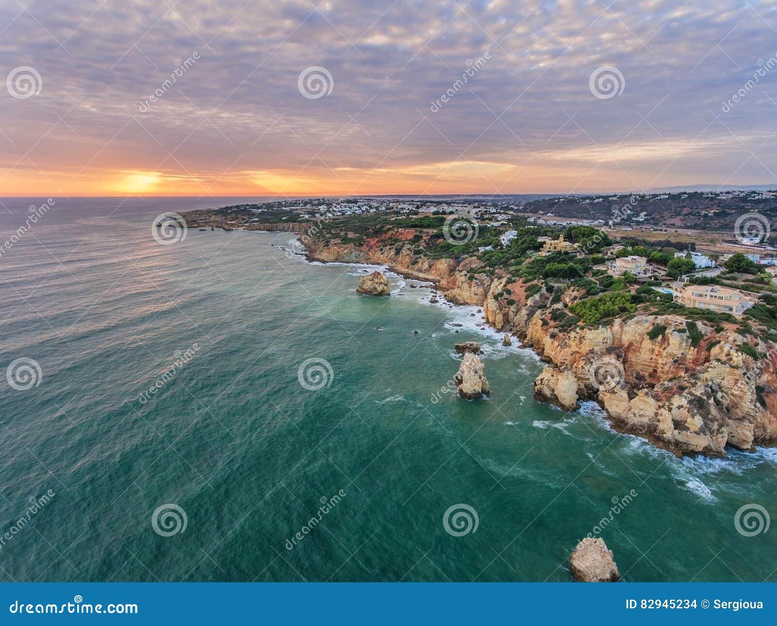 дел Фото от воздуха, пляжей Albufeira Заход солнца