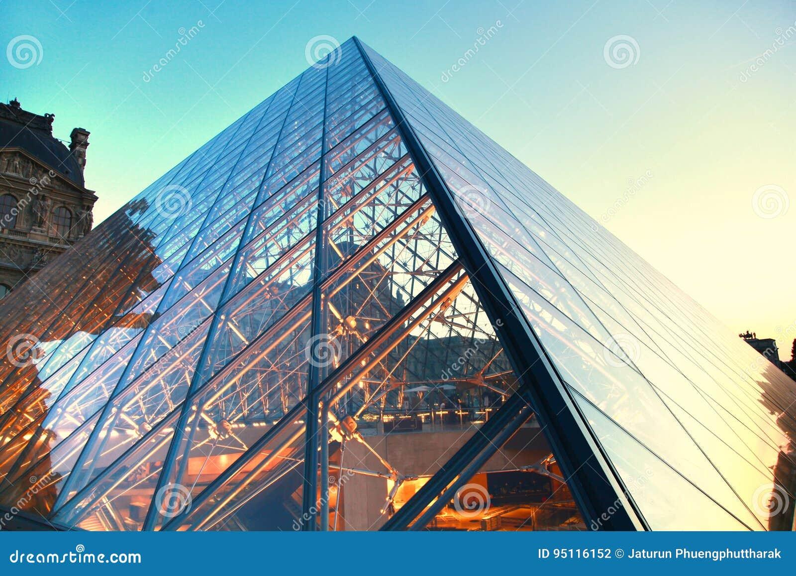 714ffed41010 Жалюзи музей и исторический памятник мира самый большой расположенные в центре  города