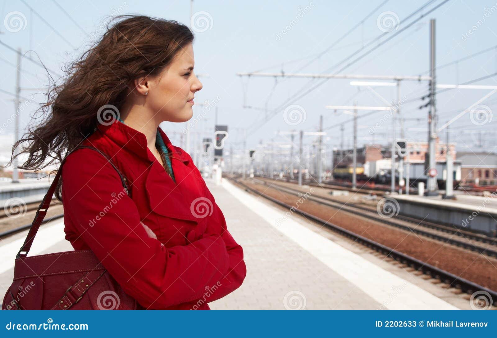 ждать поезда