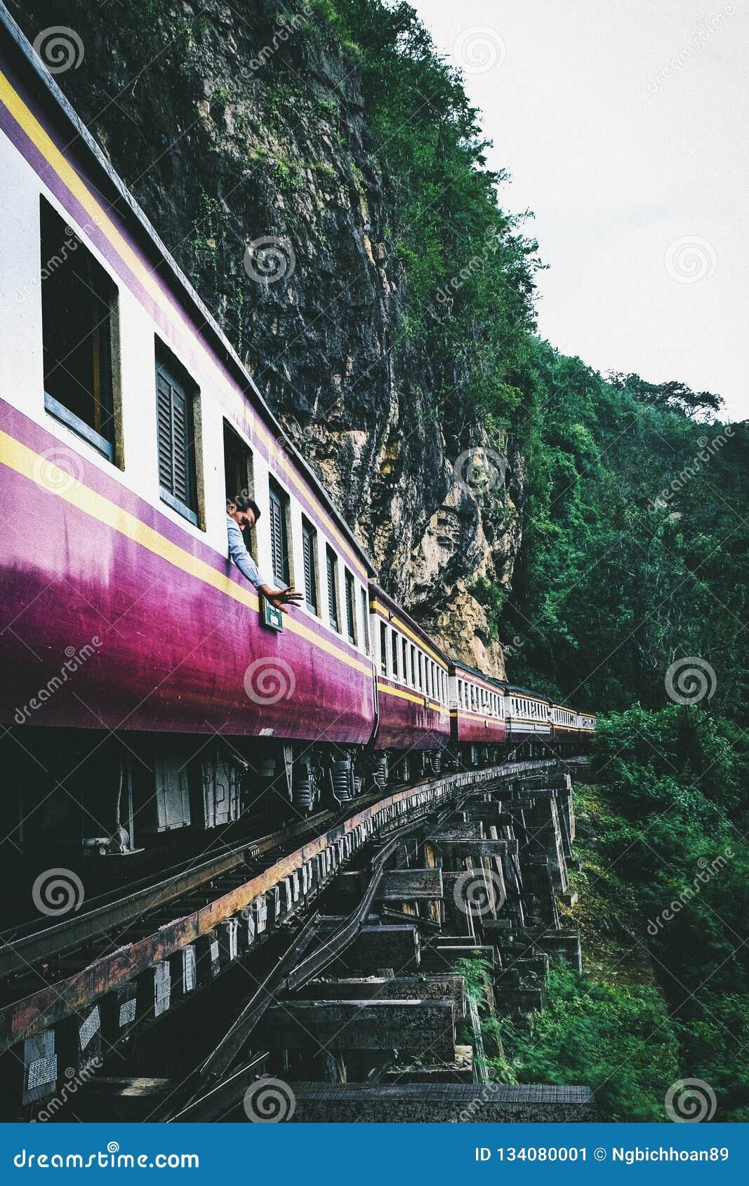Железная дорога смерти в Kanchanaburi Таиланде