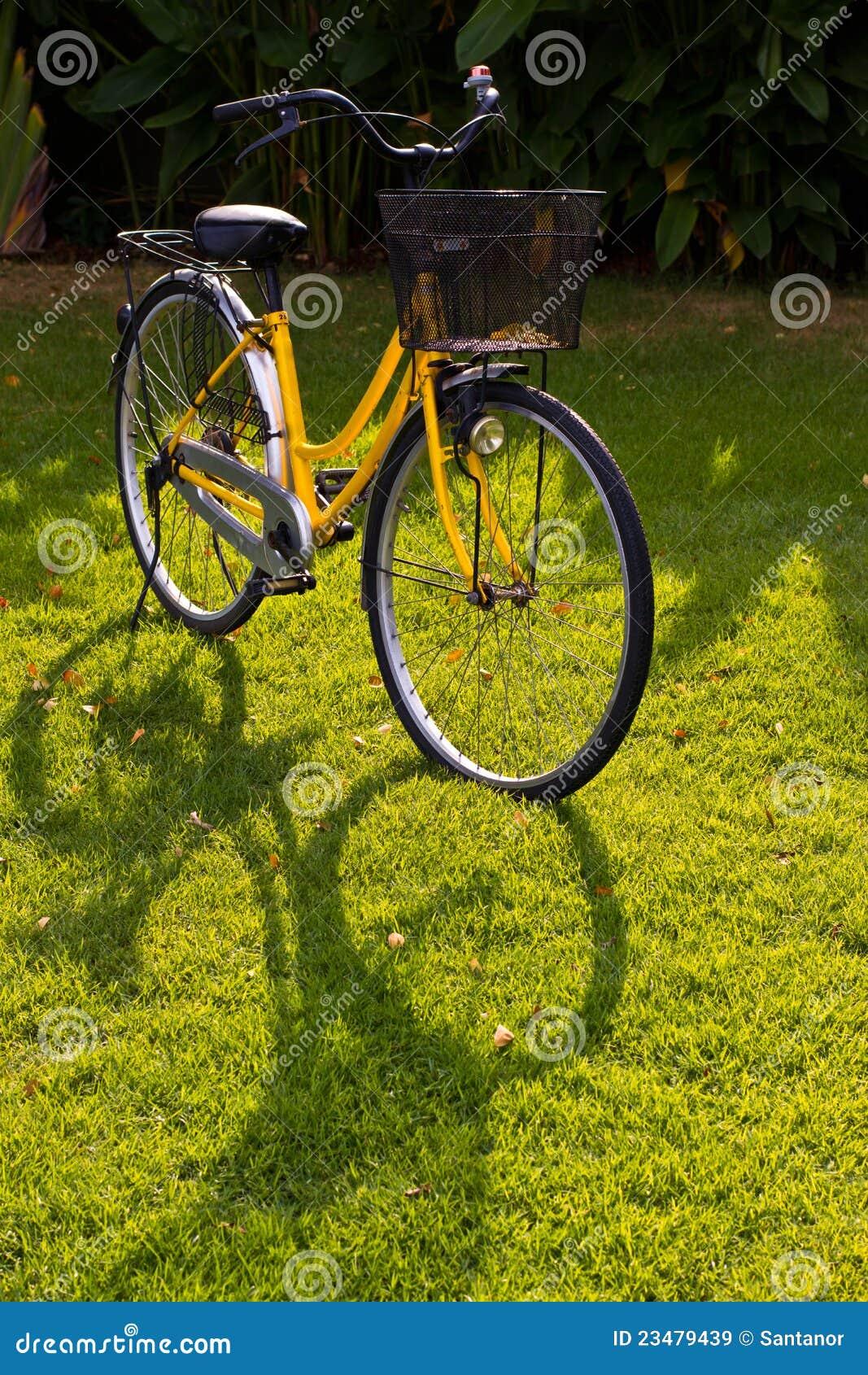 желтый цвет велосипеда