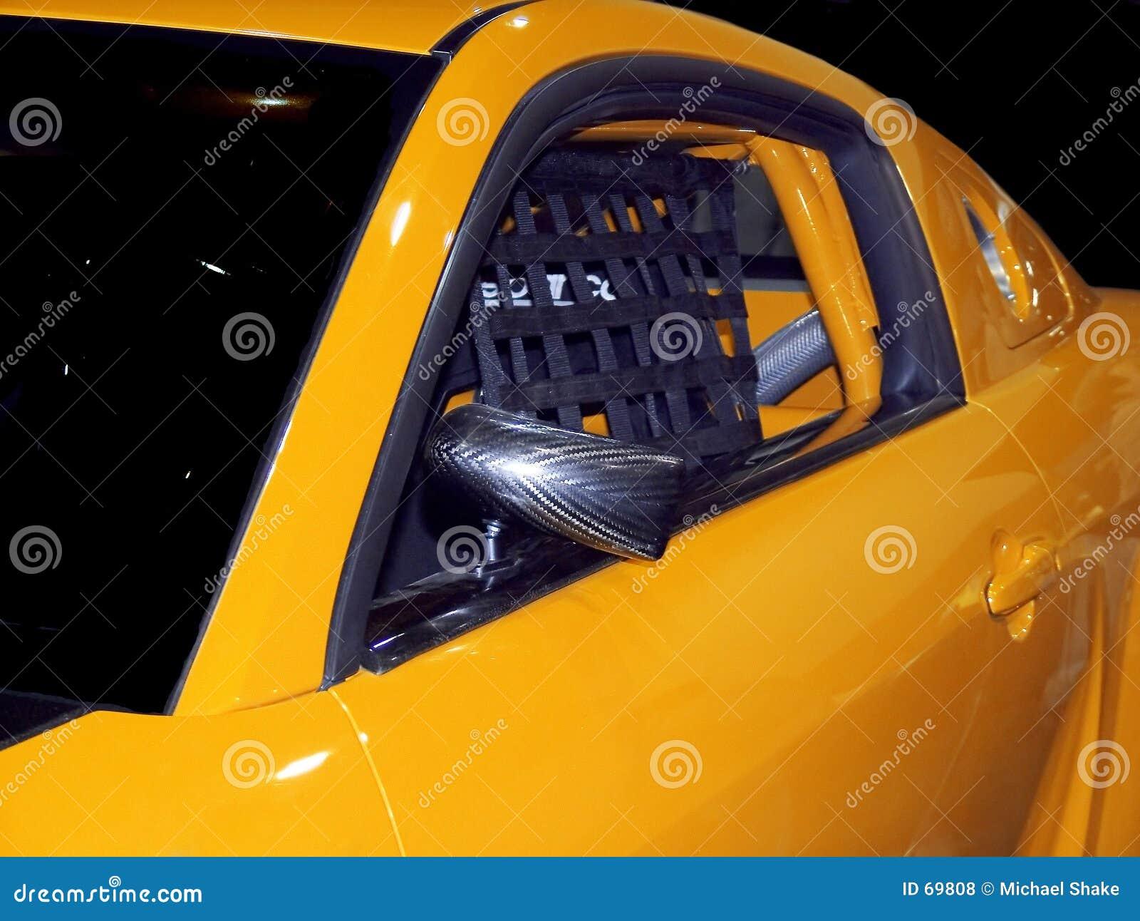 желтый цвет гонки автомобиля