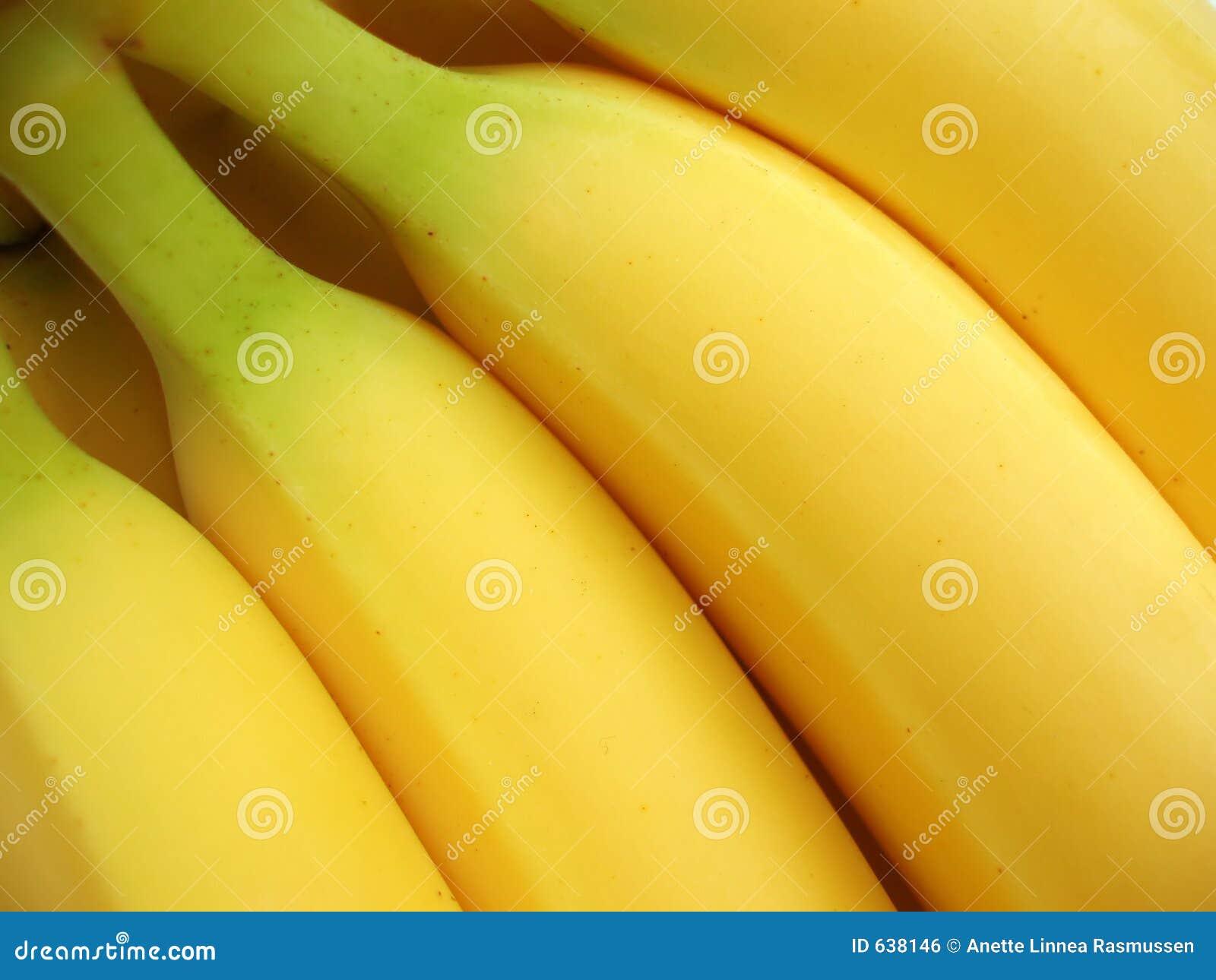 Download желтый цвет пука бананов стоковое фото. изображение насчитывающей плодоовощ - 638146