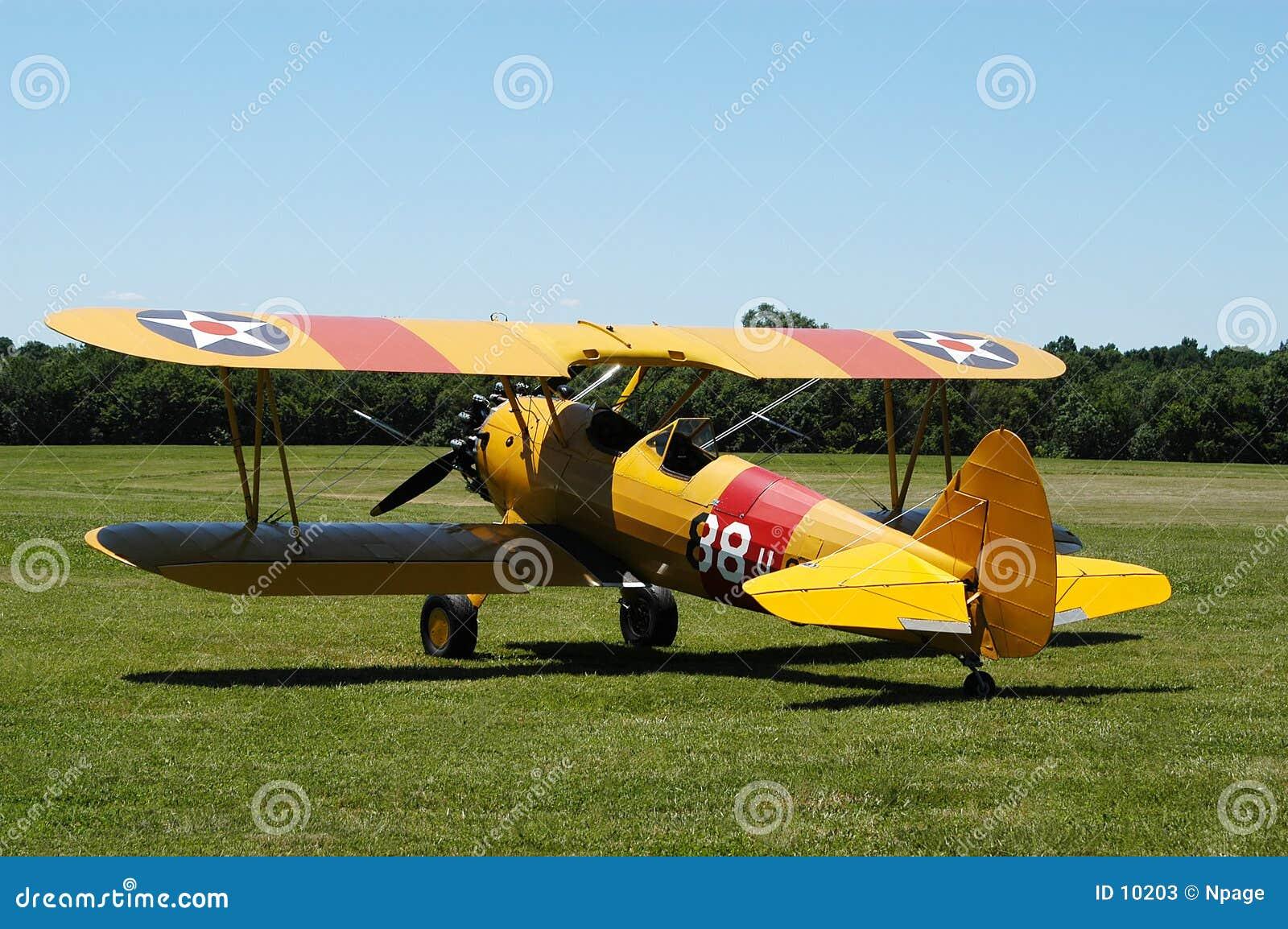 желтый цвет самолет-биплана ii