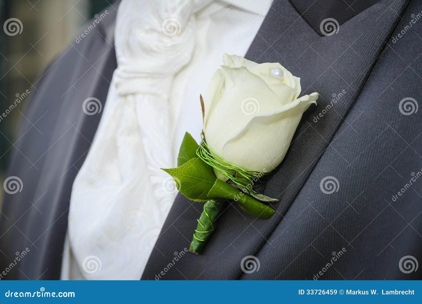 Жених с цветком