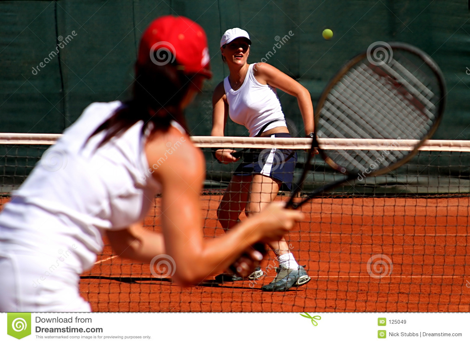 женская игра имея теннис солнца игроков sporty 2 детеныша