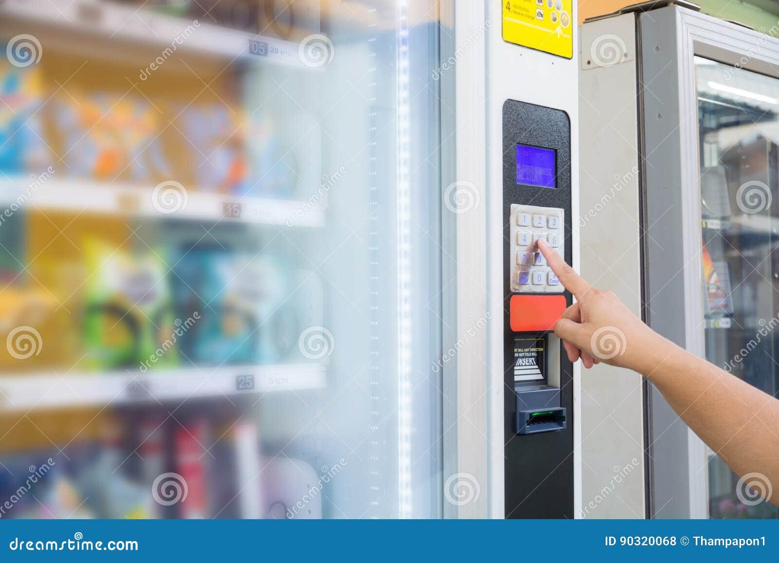 Женская кнопка руки для того чтобы сделать код или номер сделки на Mo