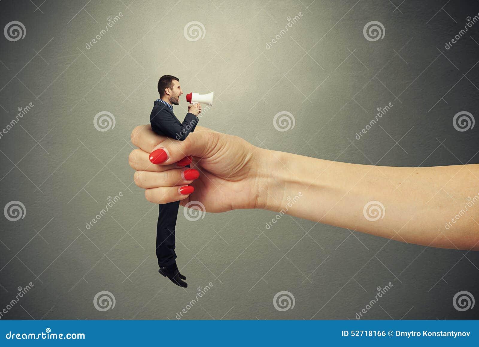 Член в руке девушки, Дрочат парню - Женщины дрочат член пацанам не давая 24 фотография