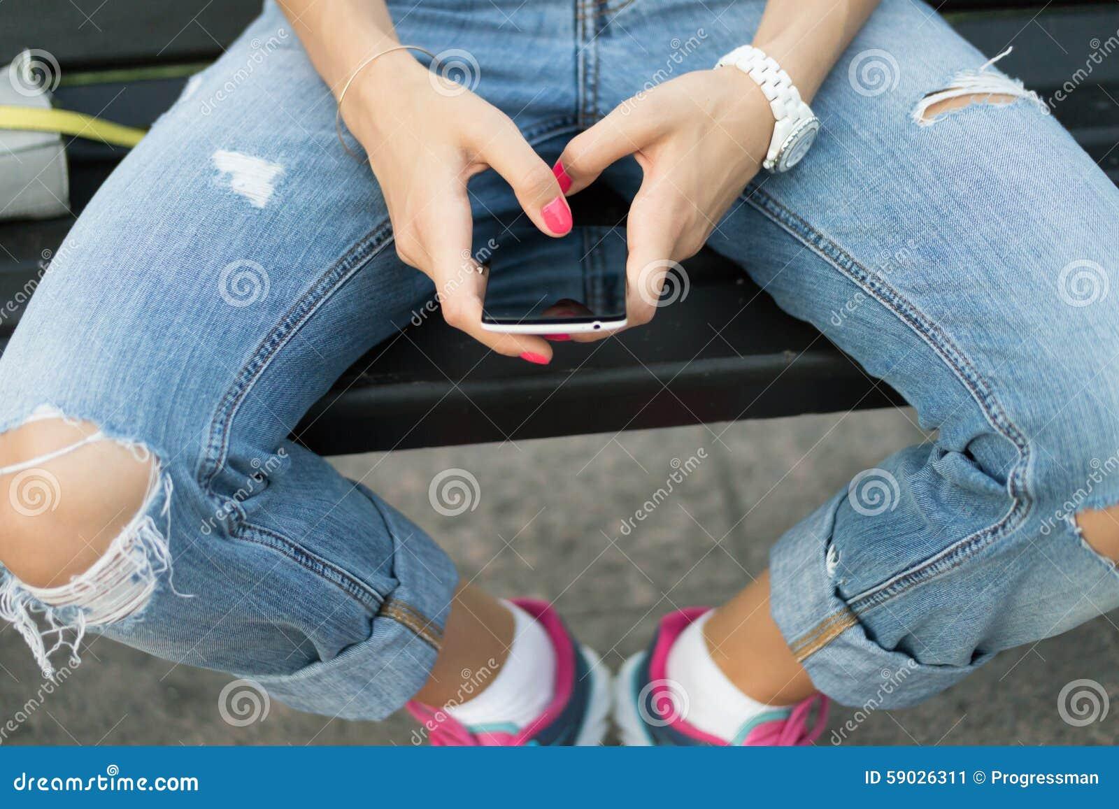 zhenskie-nogi-na-mobilnik-moldavskiy-seks