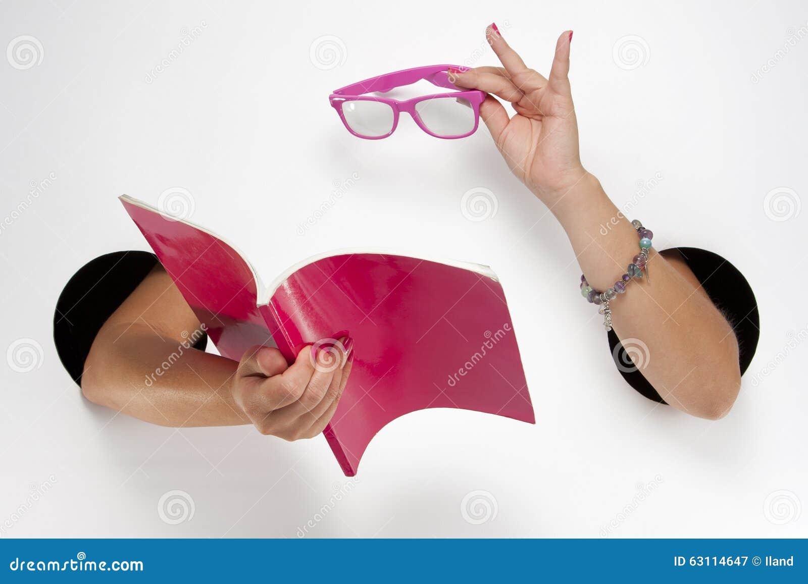 Фото рукой в женские отверстия фото 149-482