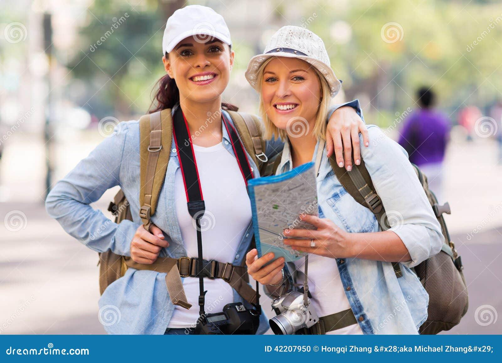 Женские туристы