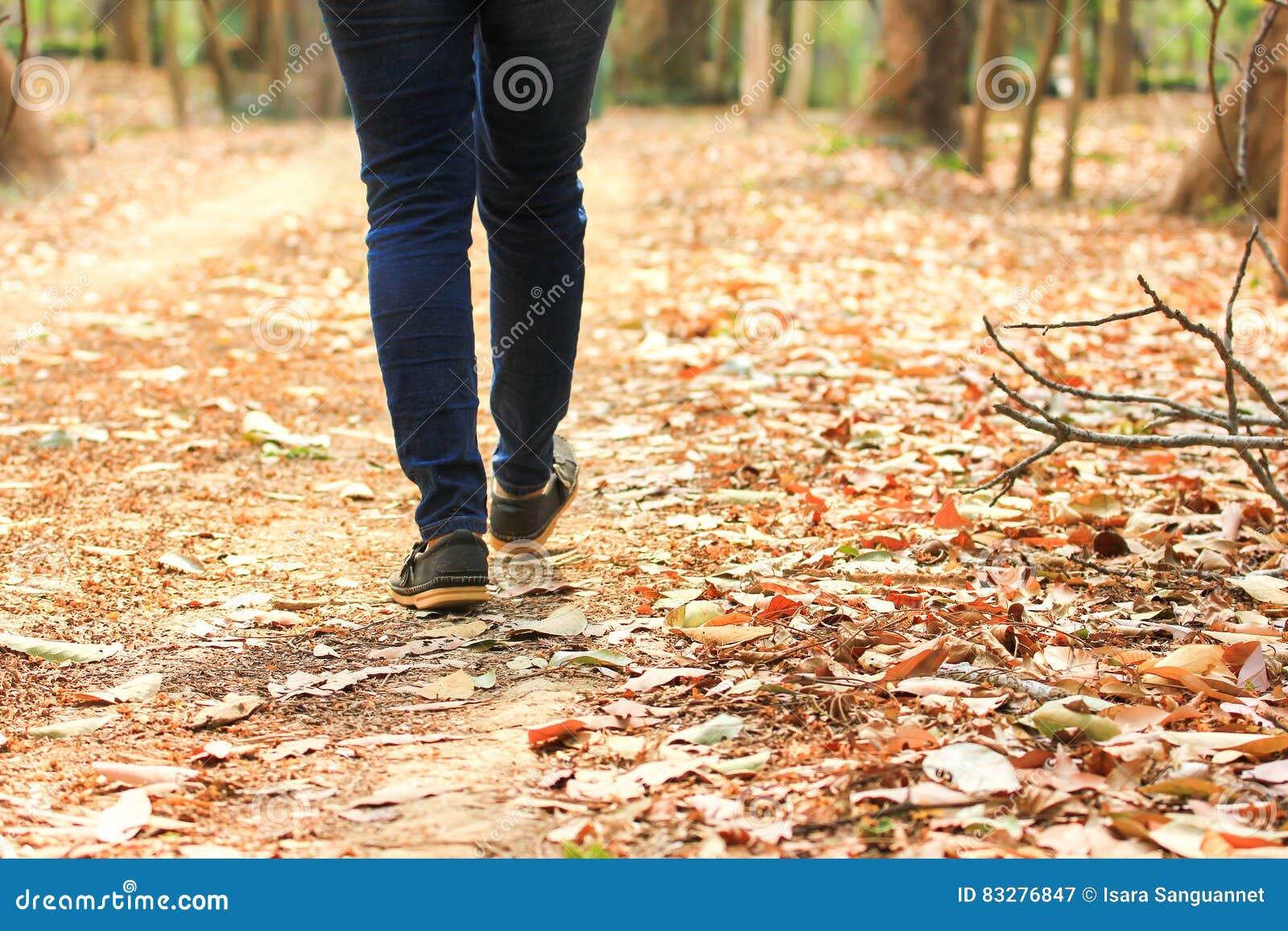 Женский идти на путь