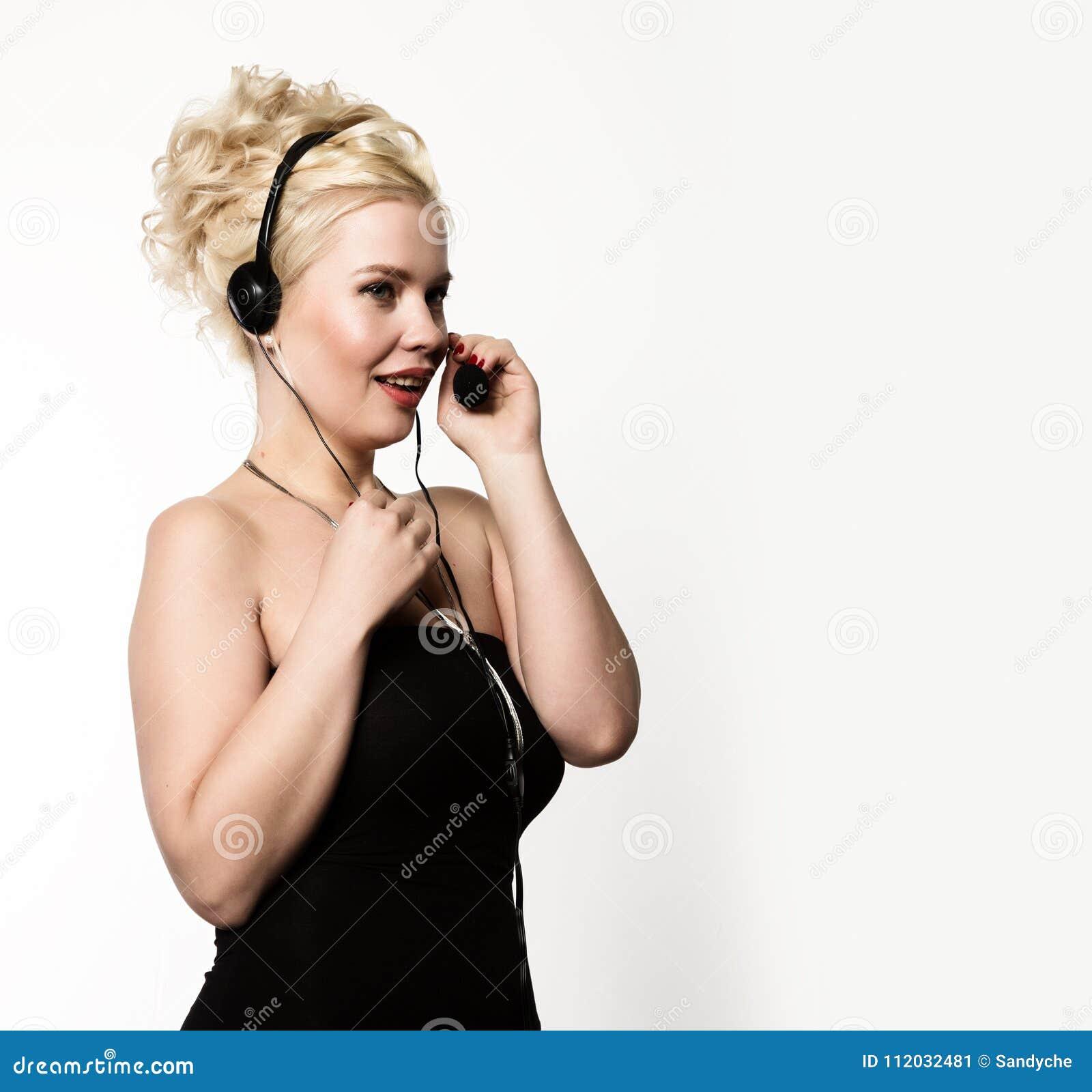 Женский оператор телефона поддержки в шлемофоне Открытый космос для вашего текста