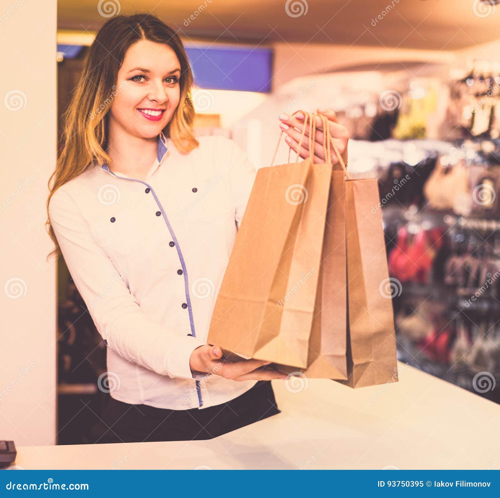 Продавец в магазин женского белья фабрика женского белья россия