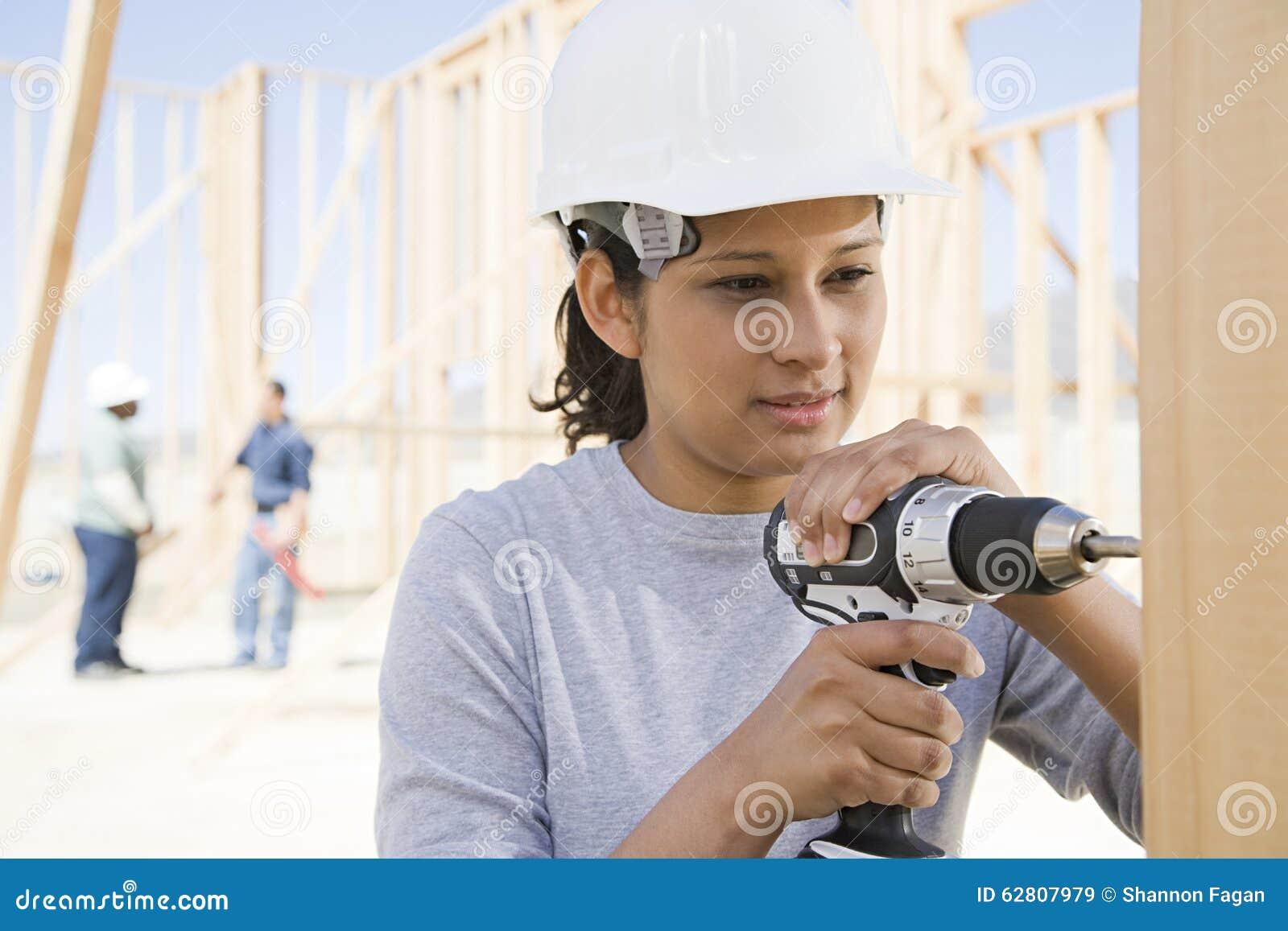 Женский сверлить построителя