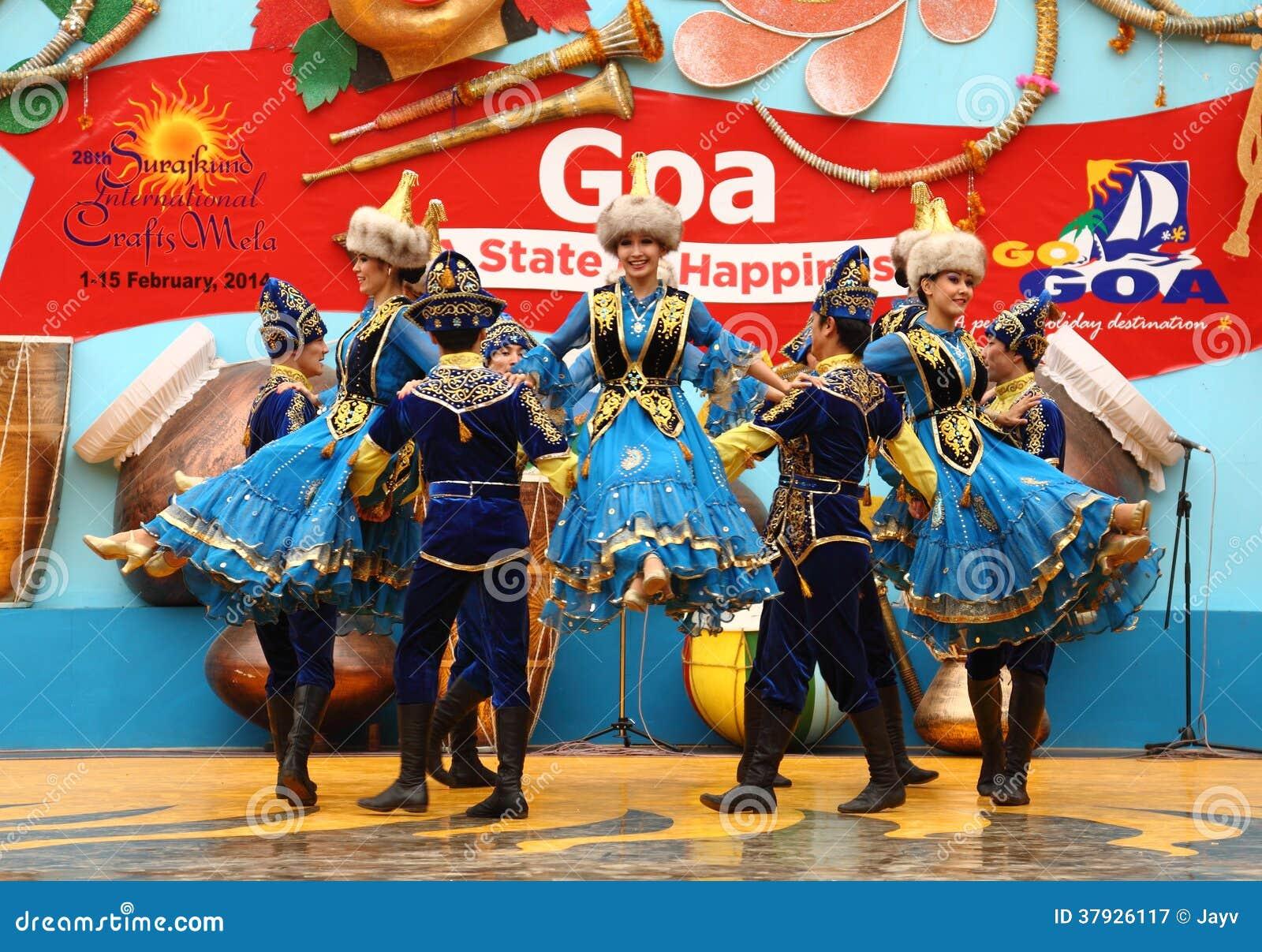 Женский фольклорный танцор Казахстана