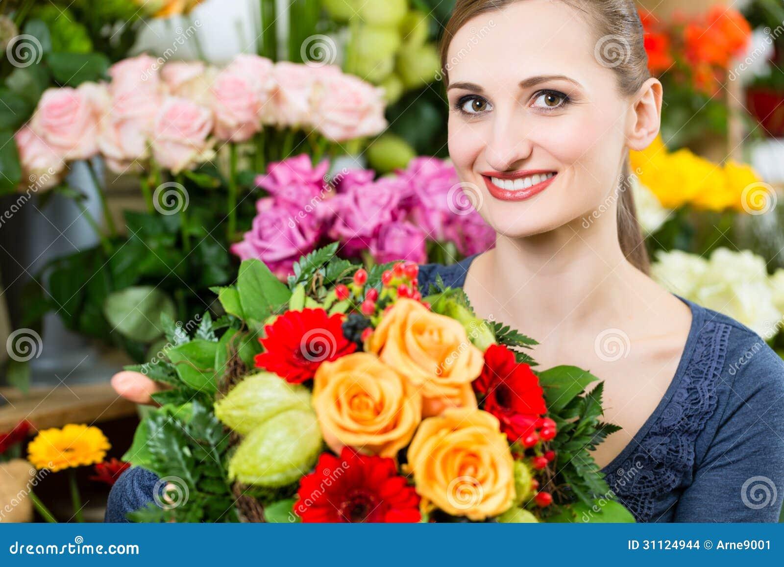 Секс в магазине цветов, Красивый секс продавца с клиенткой в магазине 26 фотография