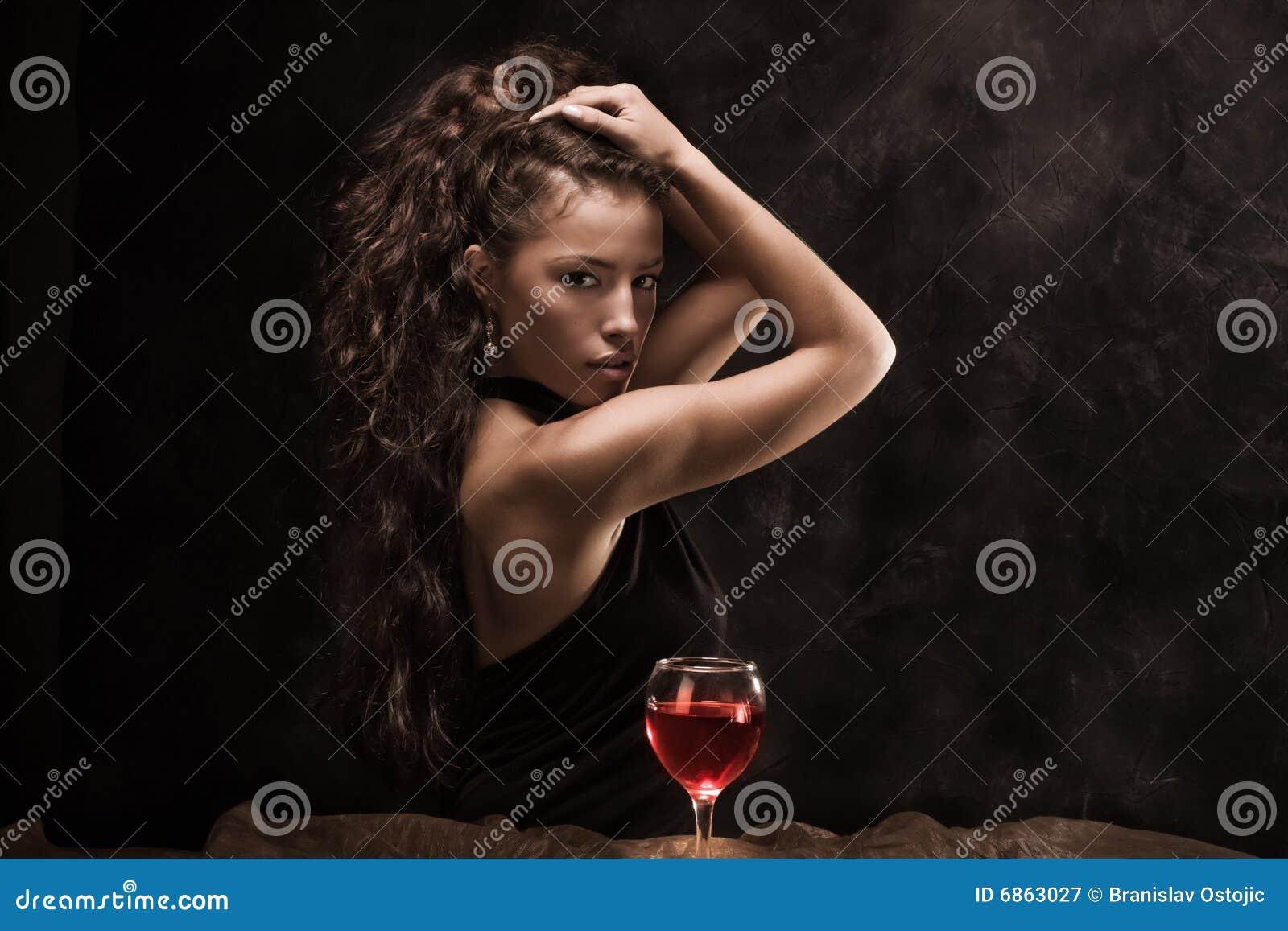 женщина вина