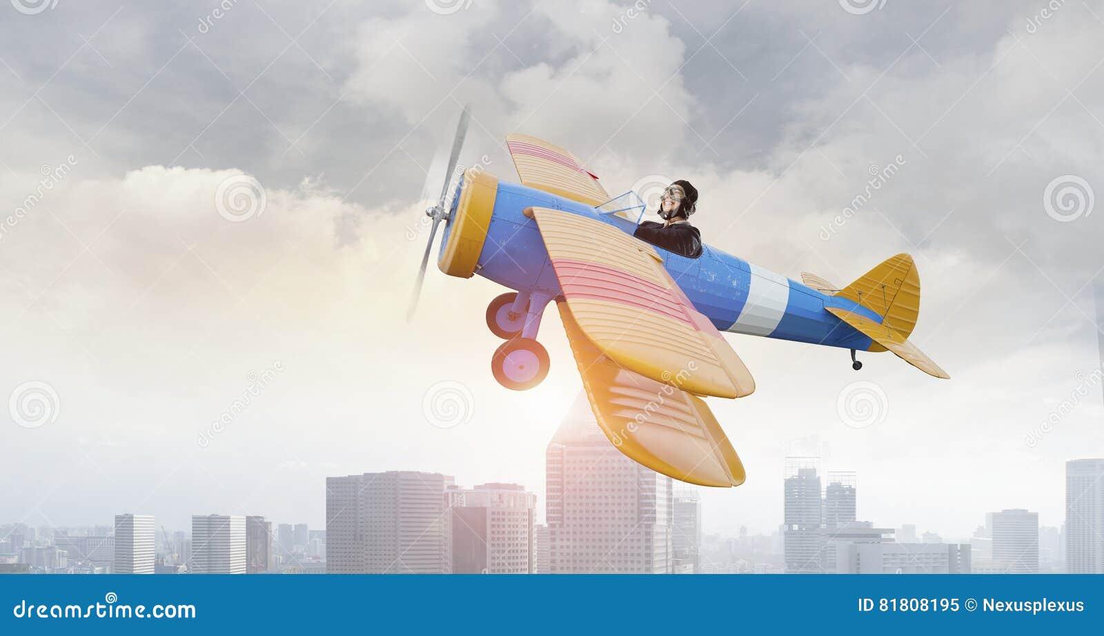 Женщина в вычерченном самолете Мультимедиа