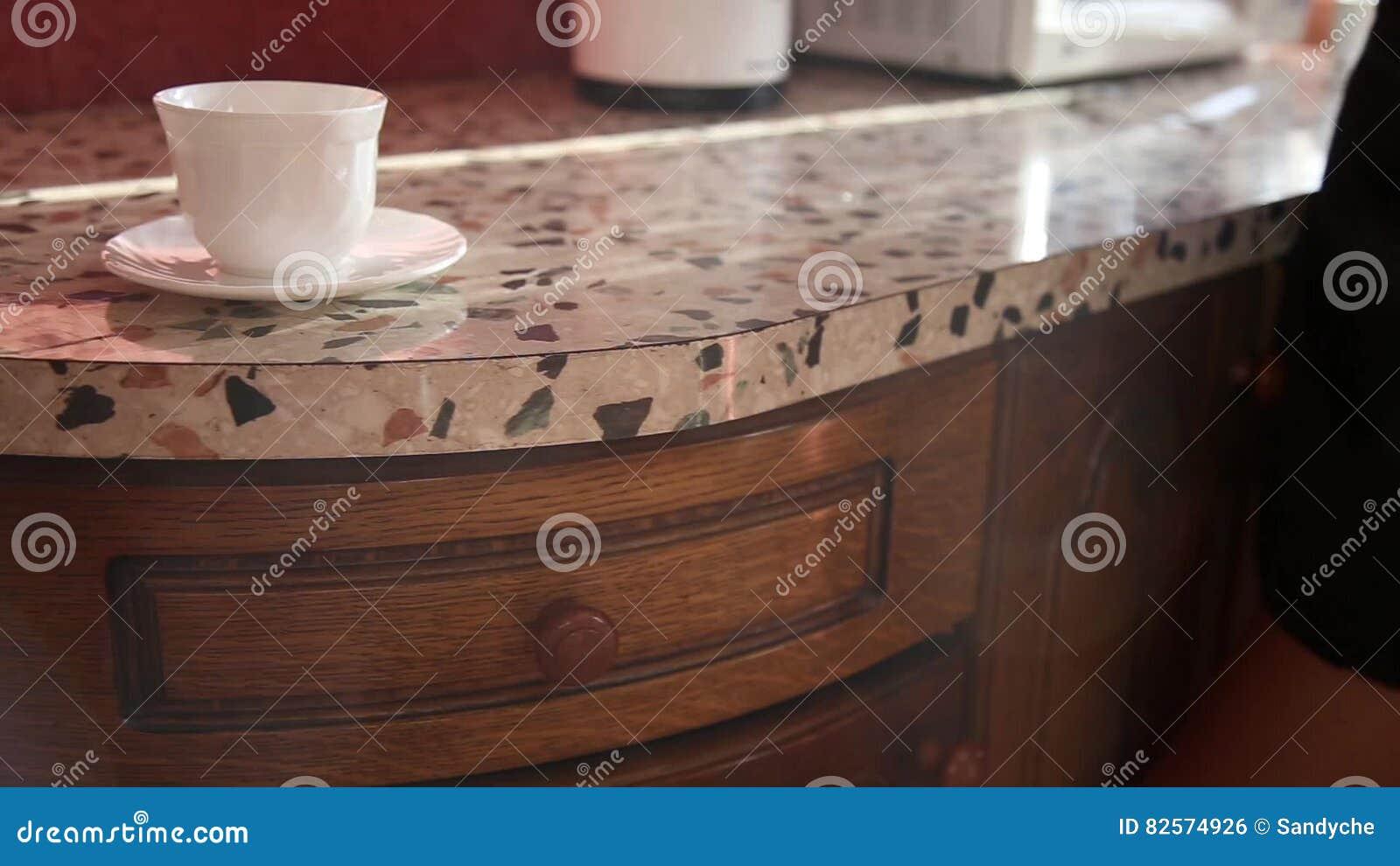 На кухне в короткой юбке, домашнее фото красивых девушек
