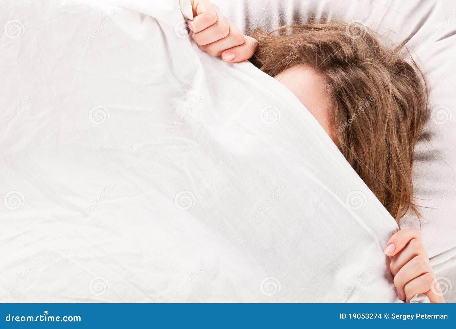 Что будет если залезть к парню под одеяло 4 фотография