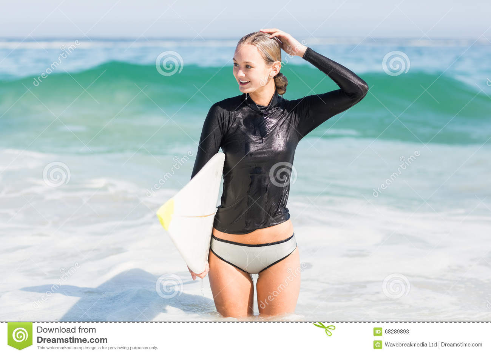 Женщины мокрой одежде картинки фото 743-211