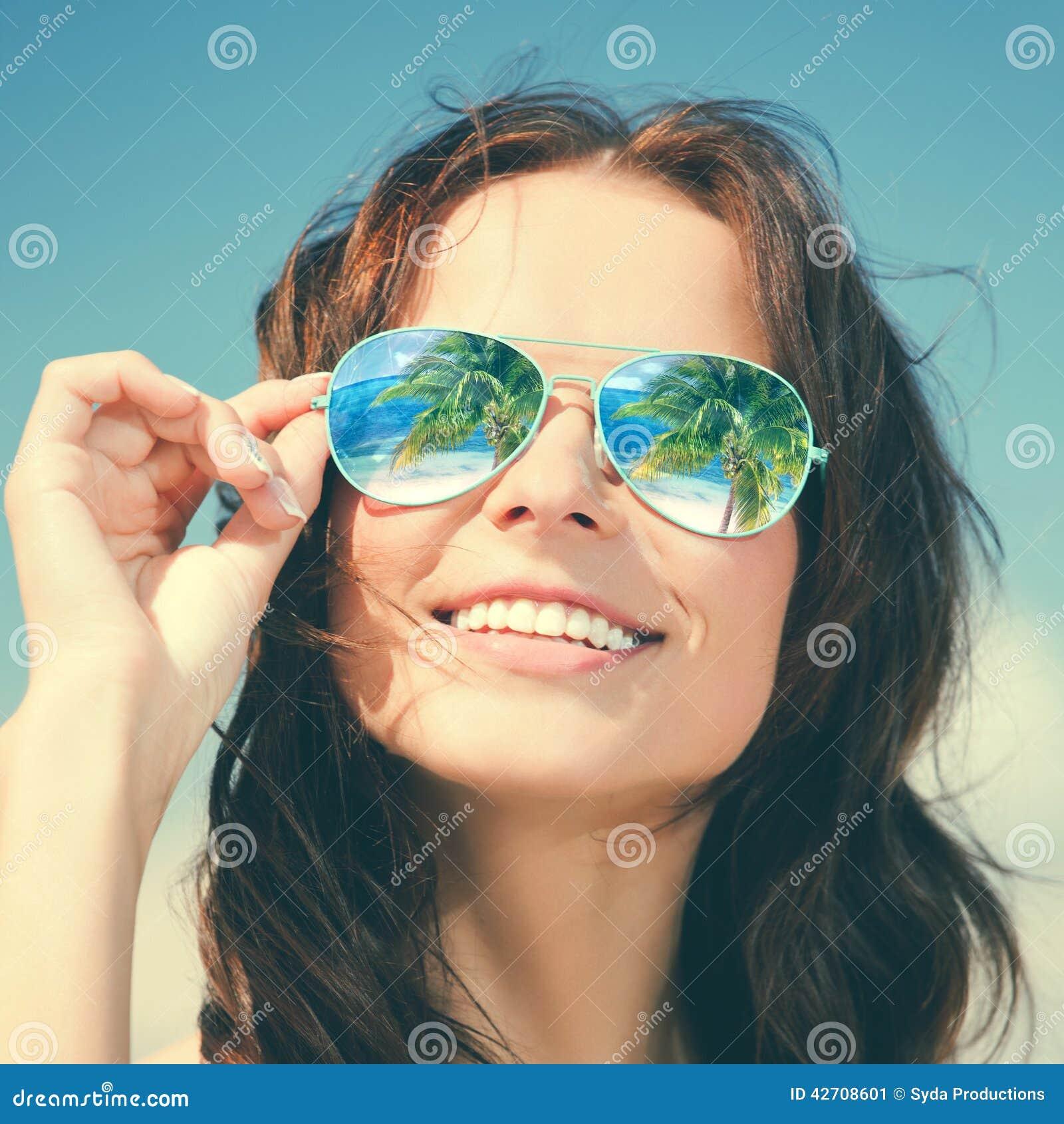 фото зрелой женщины шатенки в очках