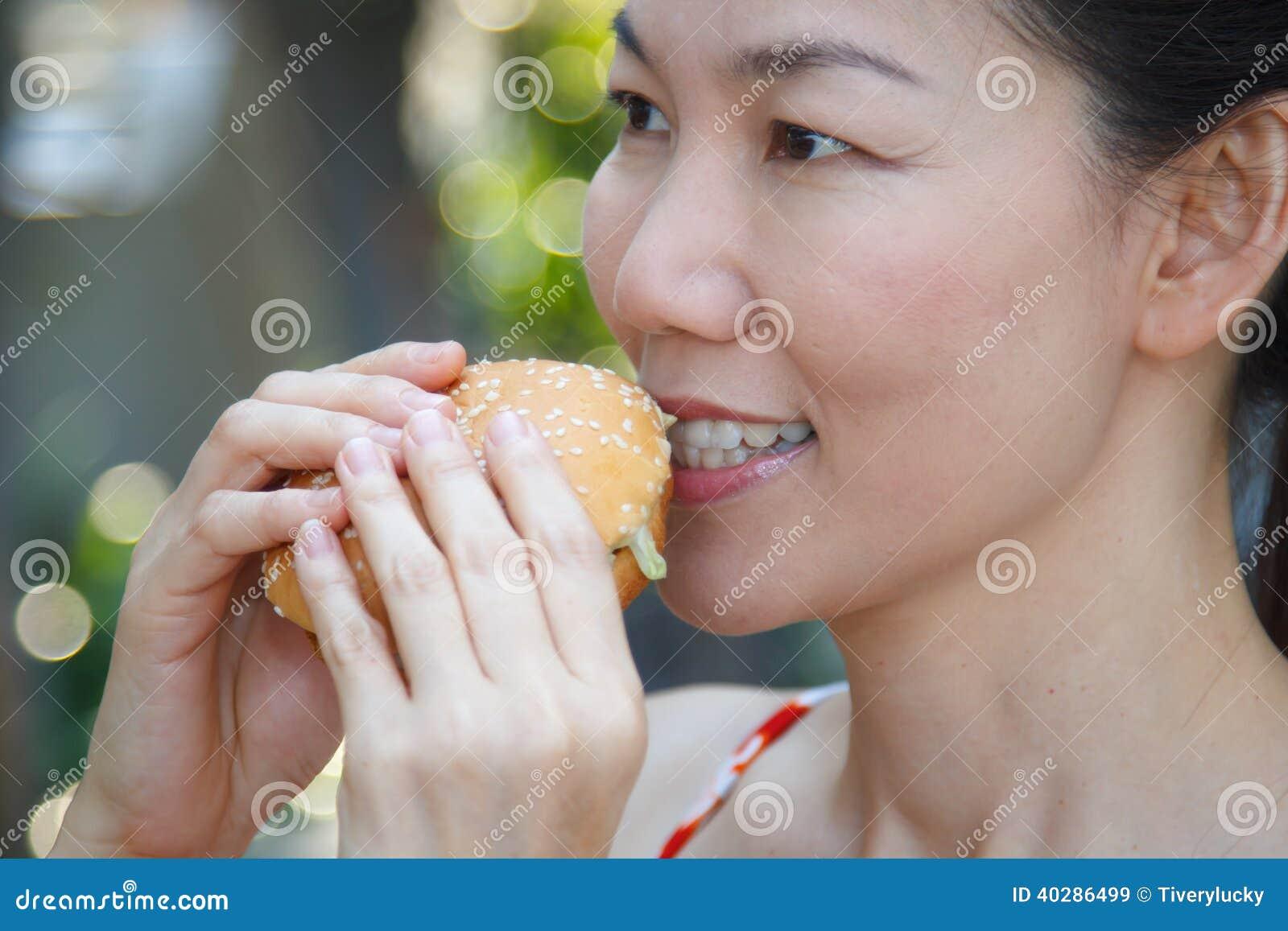 Женщина есть гамбургер