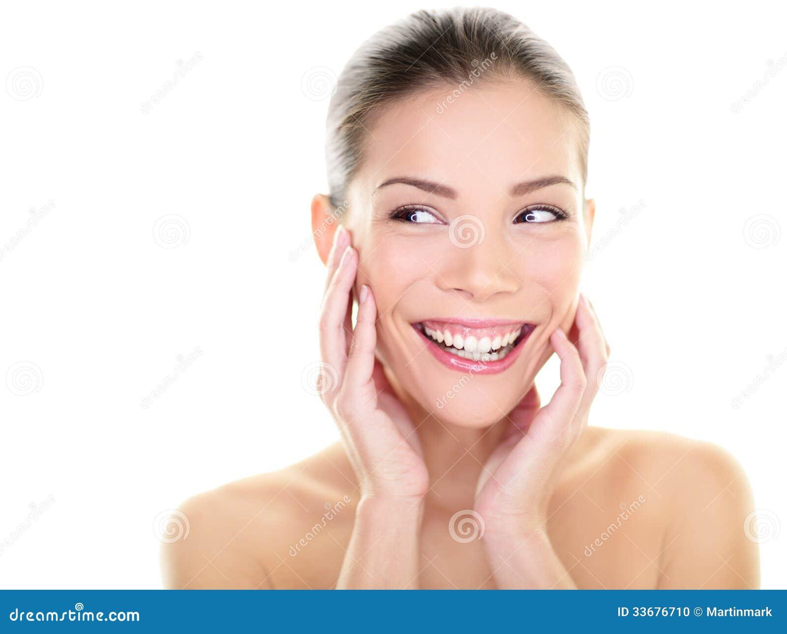 Женщина заботы кожи красоты смотря, что встать на сторону счастливый