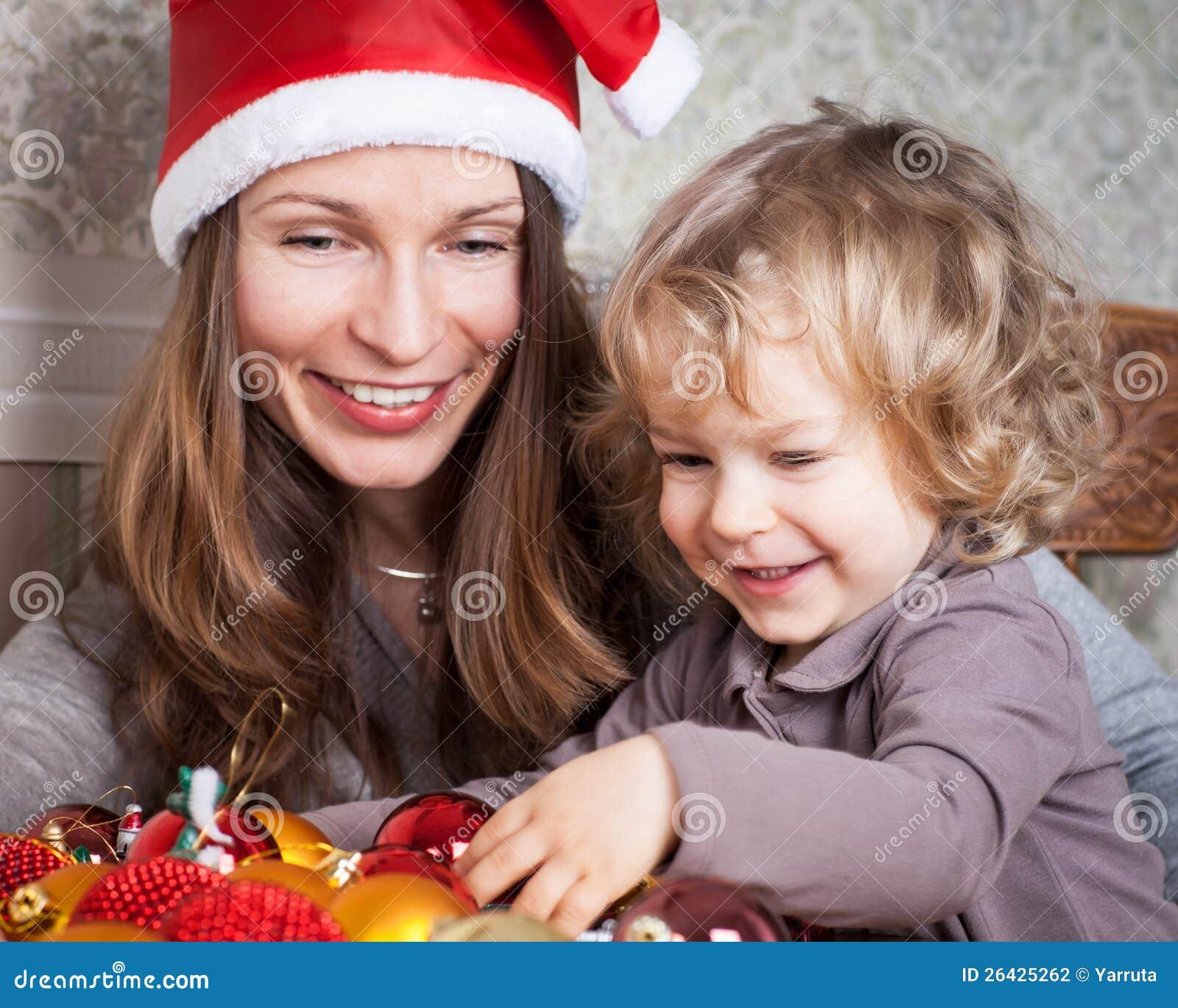 Женщина и ребенок в рождестве