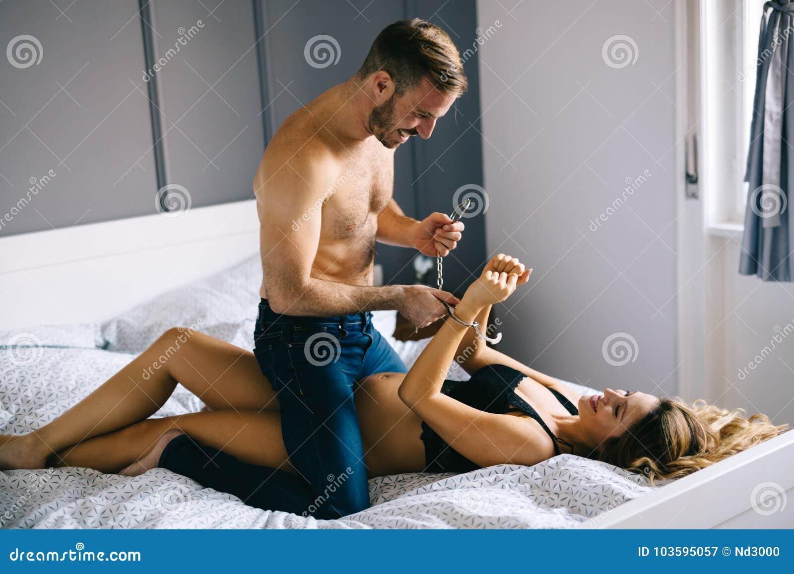 Как я стала доминировать в постели, эротический массаж индивидуалки на курской