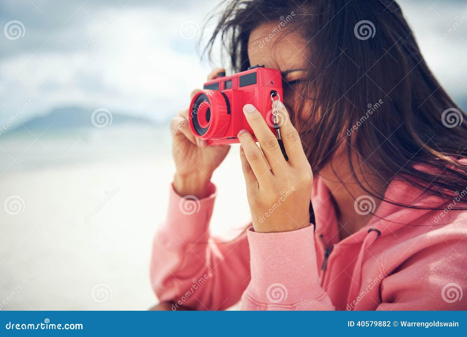 Женщина камеры Lomo