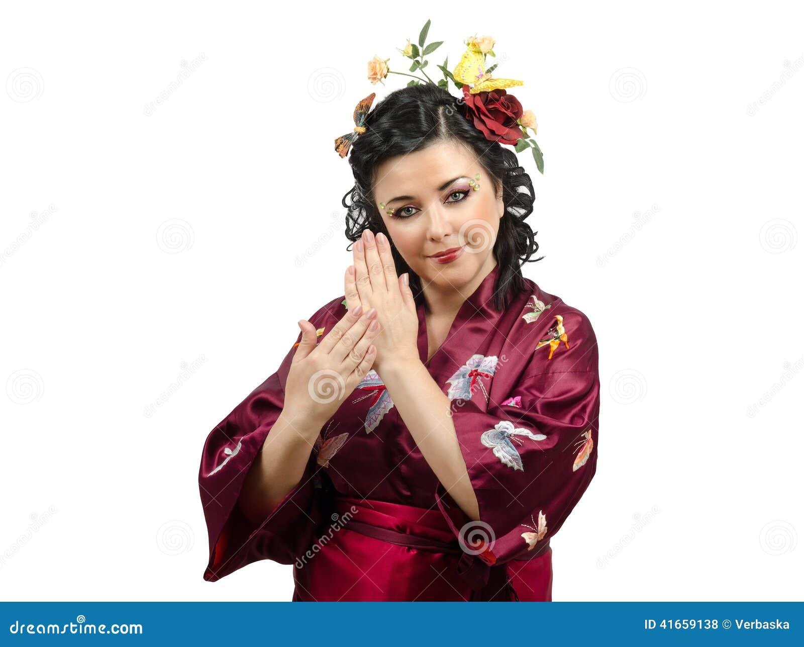 Женщина кимоно показывая традиционные жесты