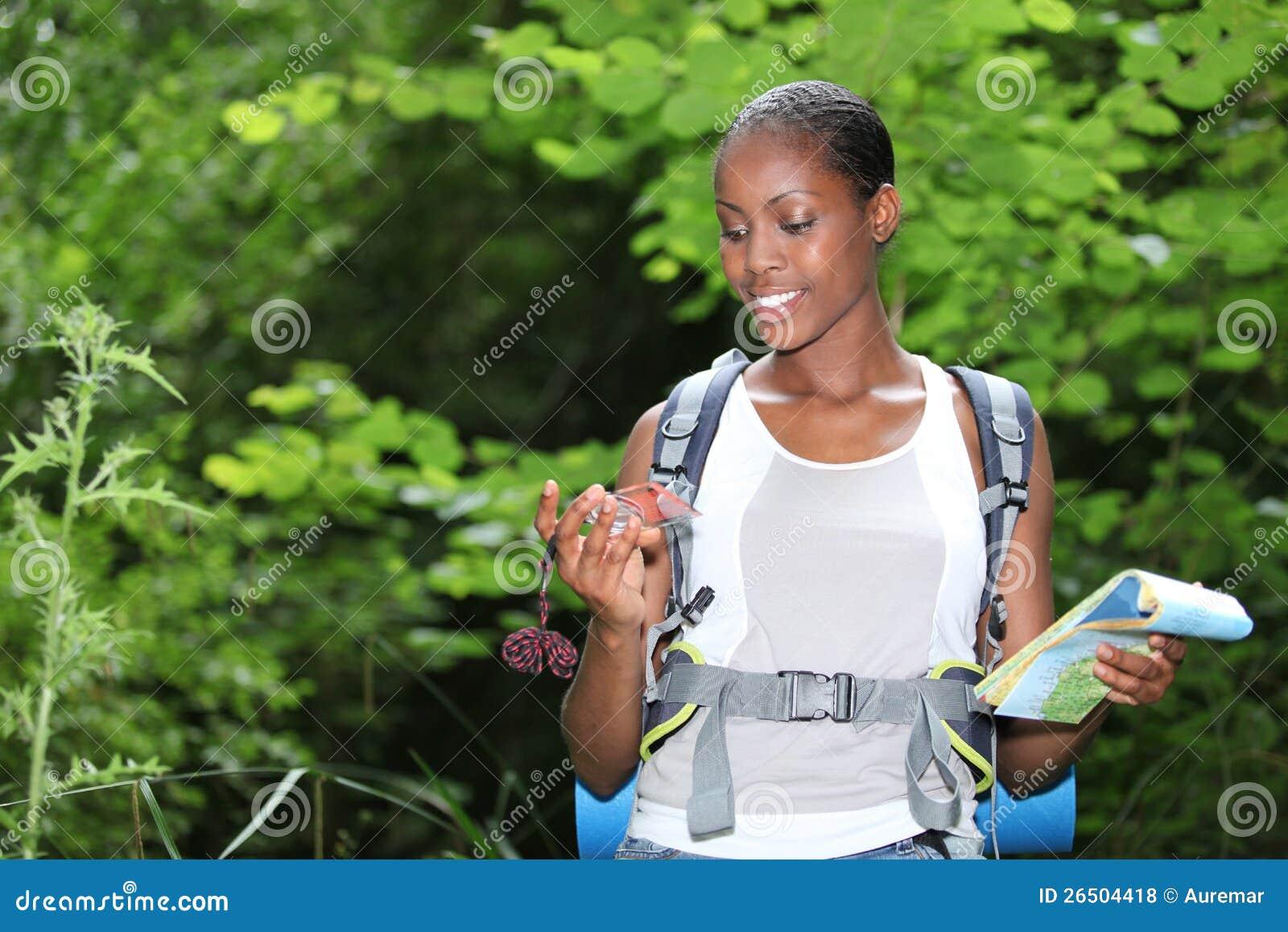 Женщина, котор стоят outdoors
