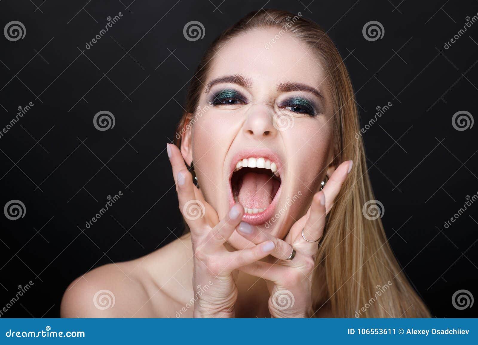 Громко кричат когда кончают, женскую попу и оргазм
