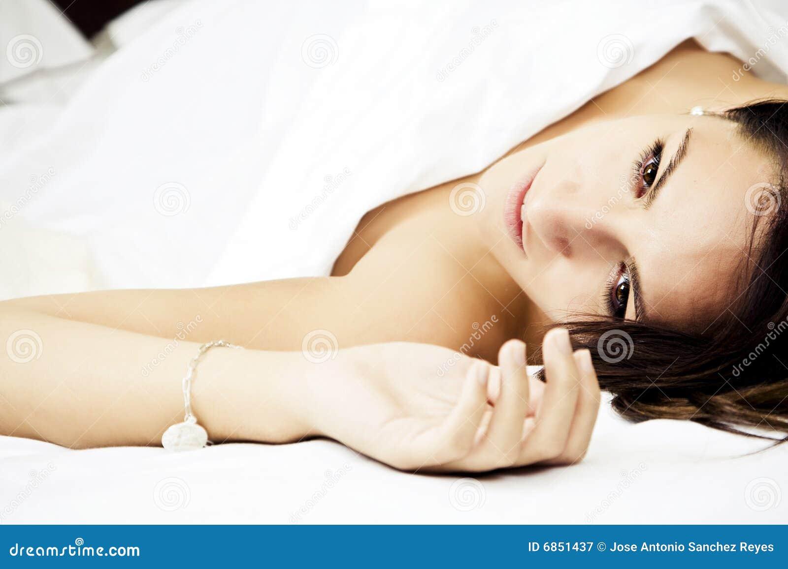 женщина кровати чувственная