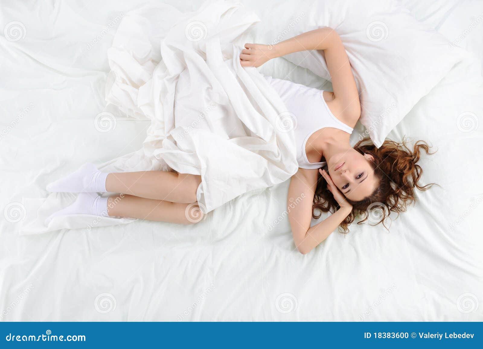 женщина кровати