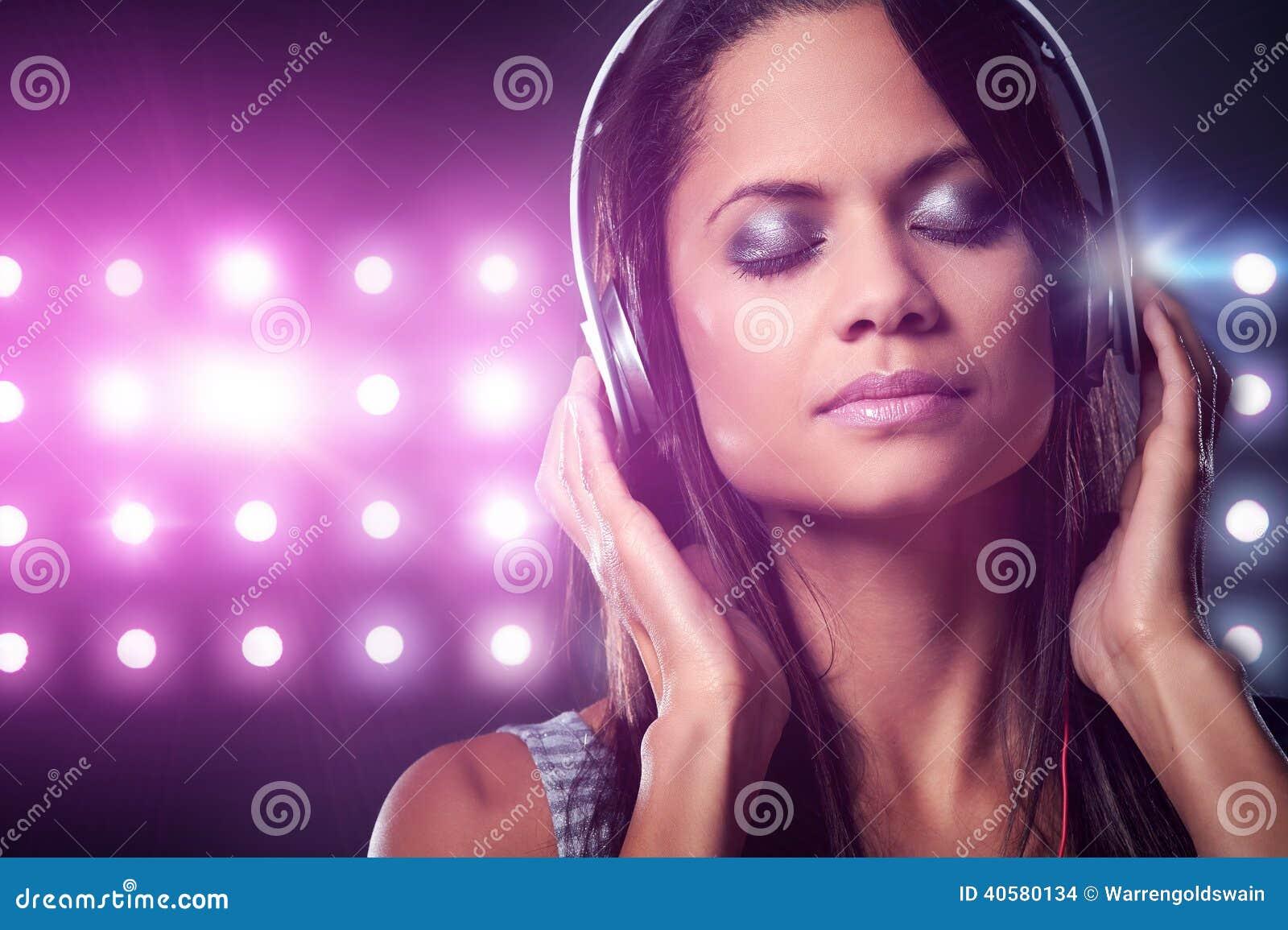 Женщина музыки