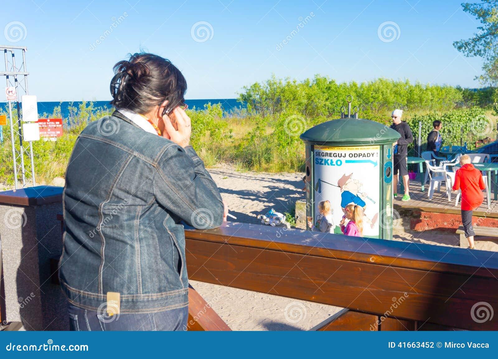 Женщина на телефоне