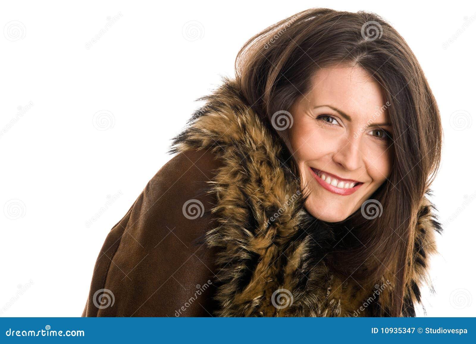 женщина овчины нося