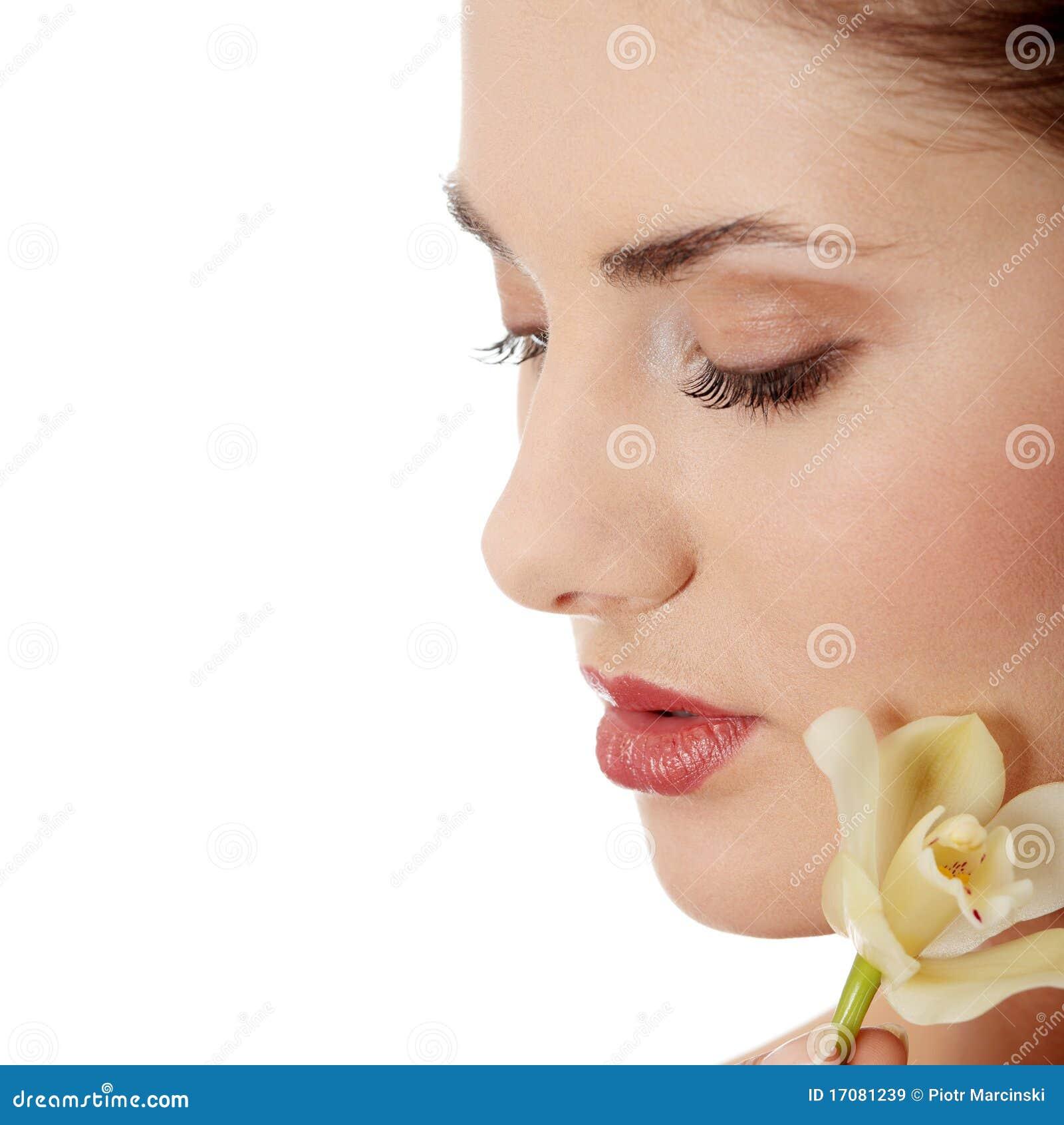 женщина орхидеи удерживания цветка