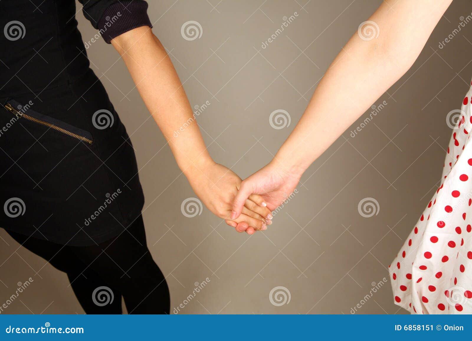 женщина пар вручает удерживание