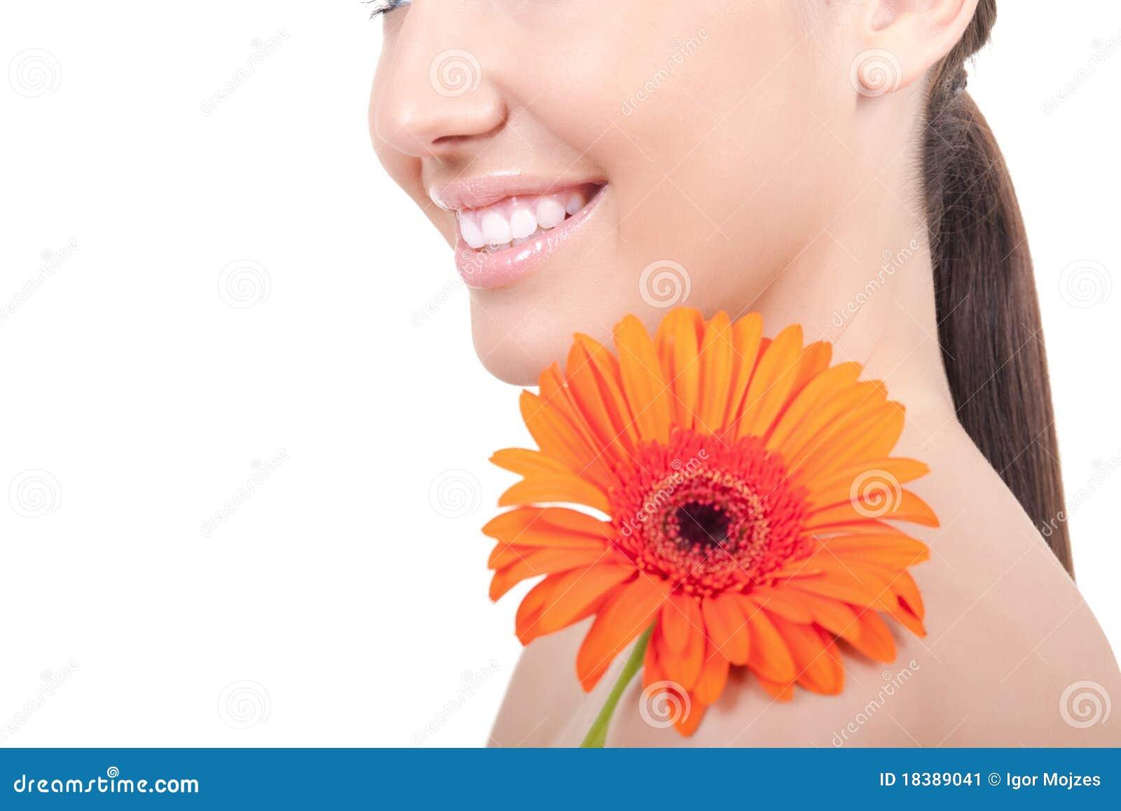 женщина плеча цветка