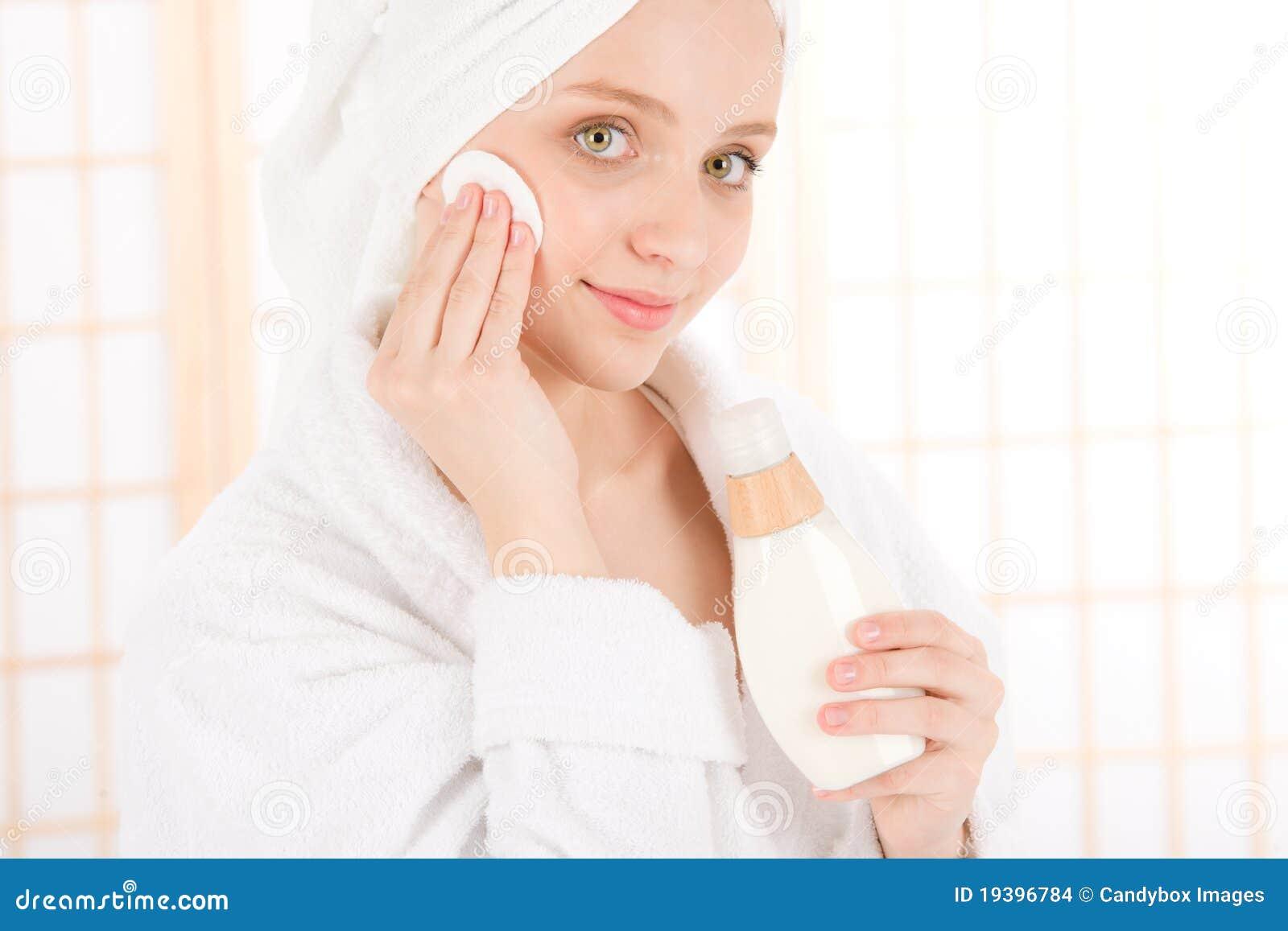 женщина подростка кожи внимательности угорь чистая лицевая