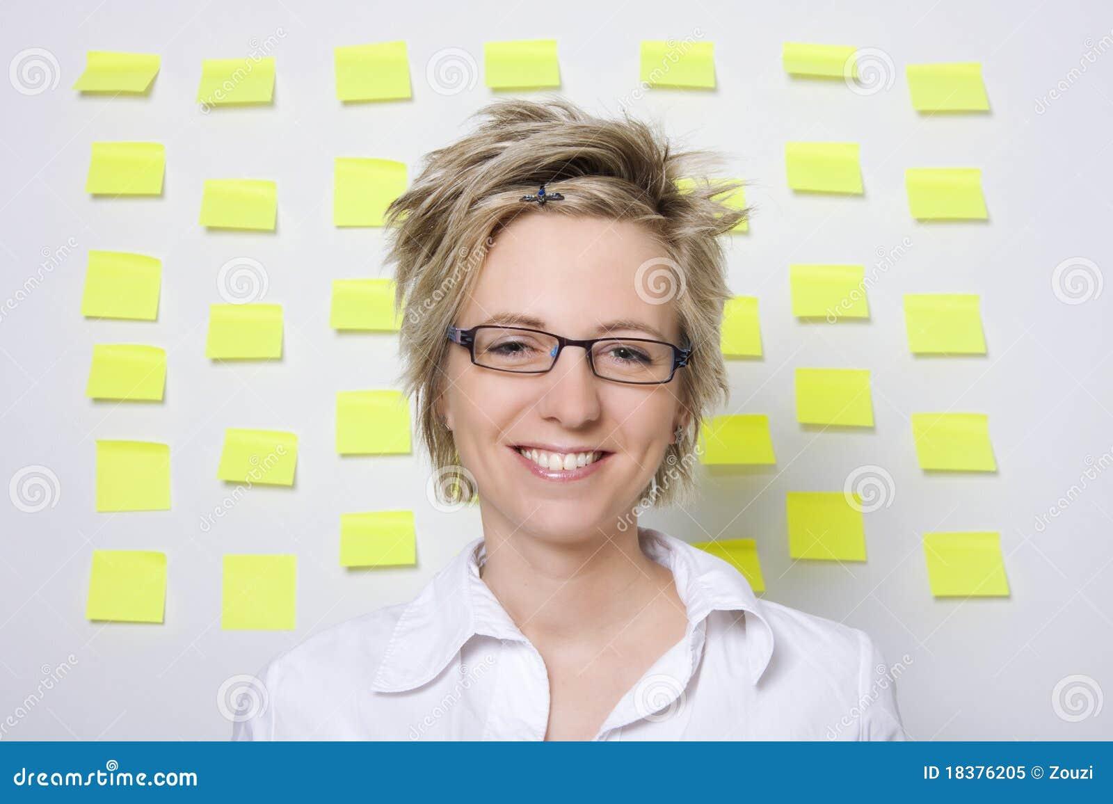 женщина портрета бумаг примечания дела