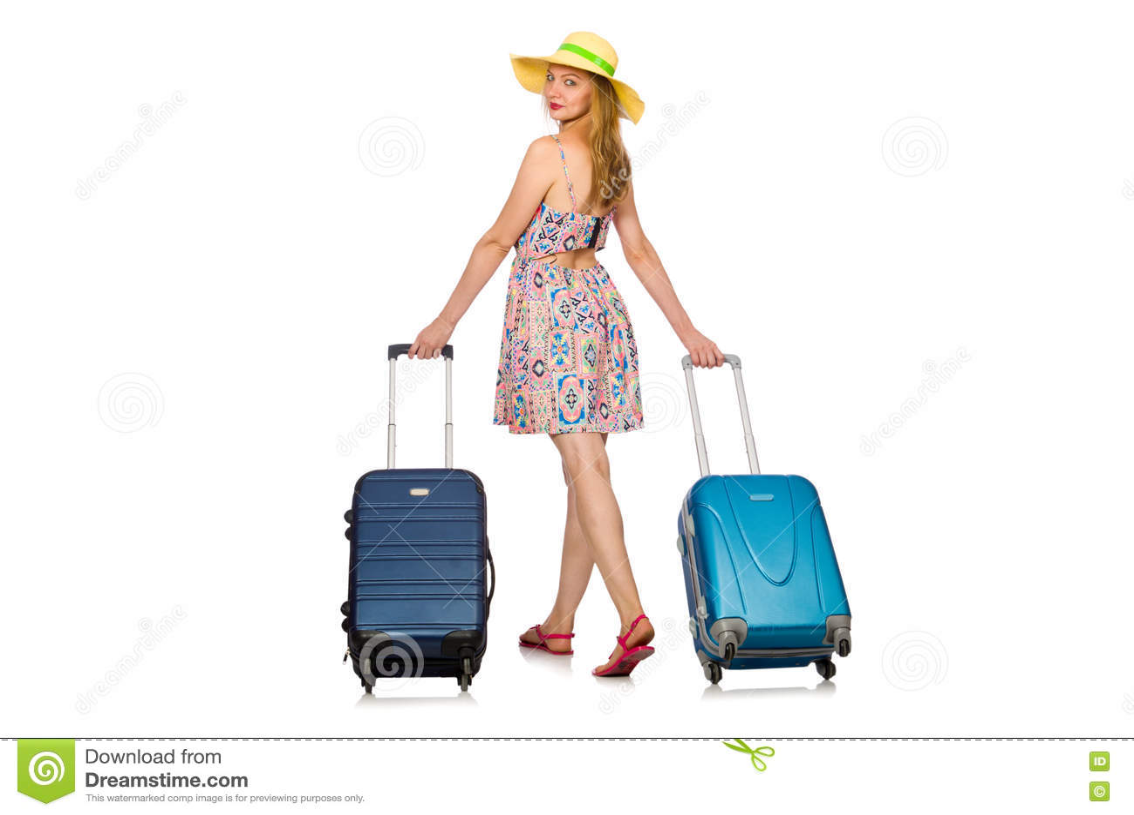Женщина подготавливая на летние каникулы на белизне