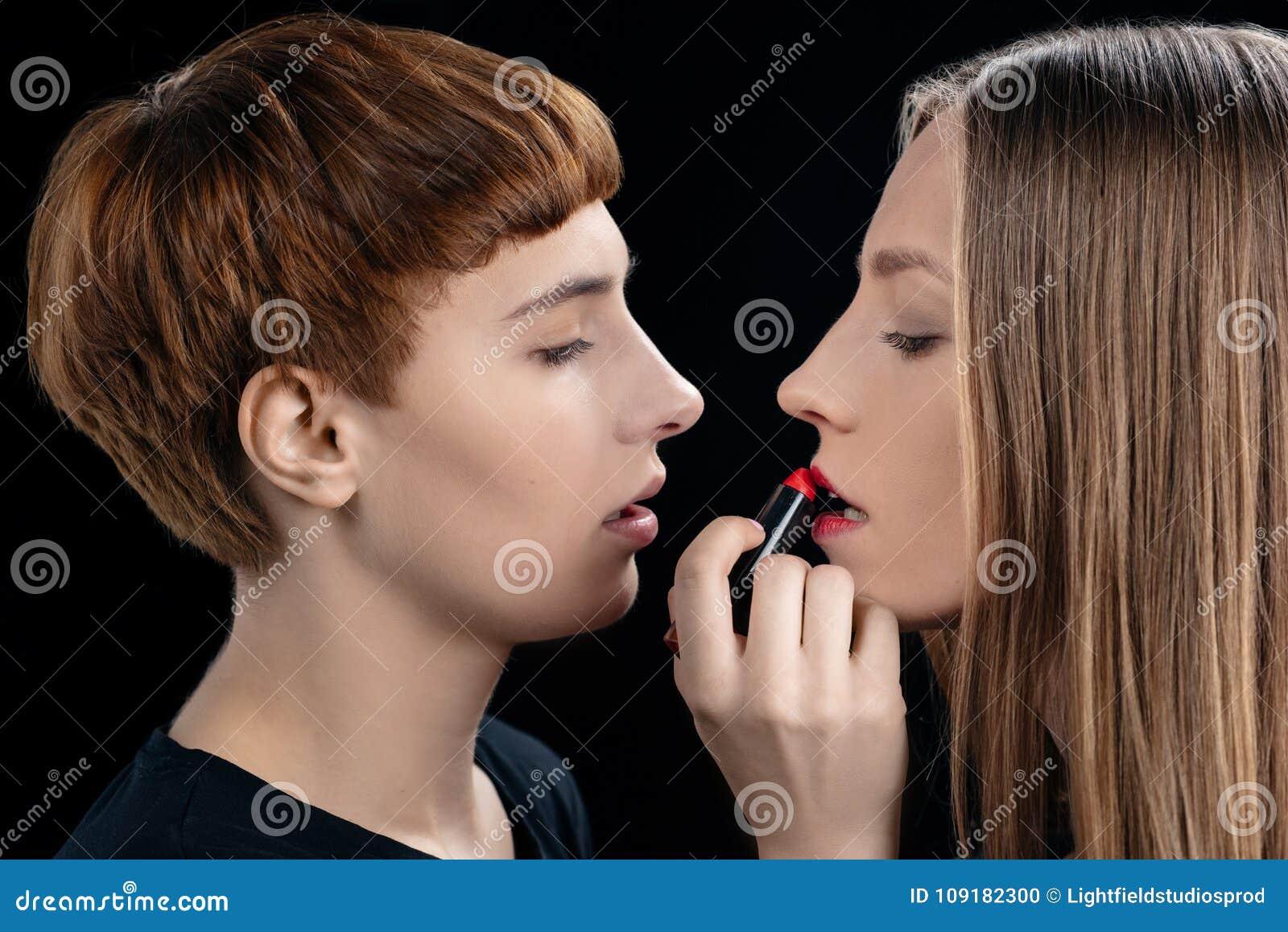 zrelie-lesbi-krupniy-plan-popi