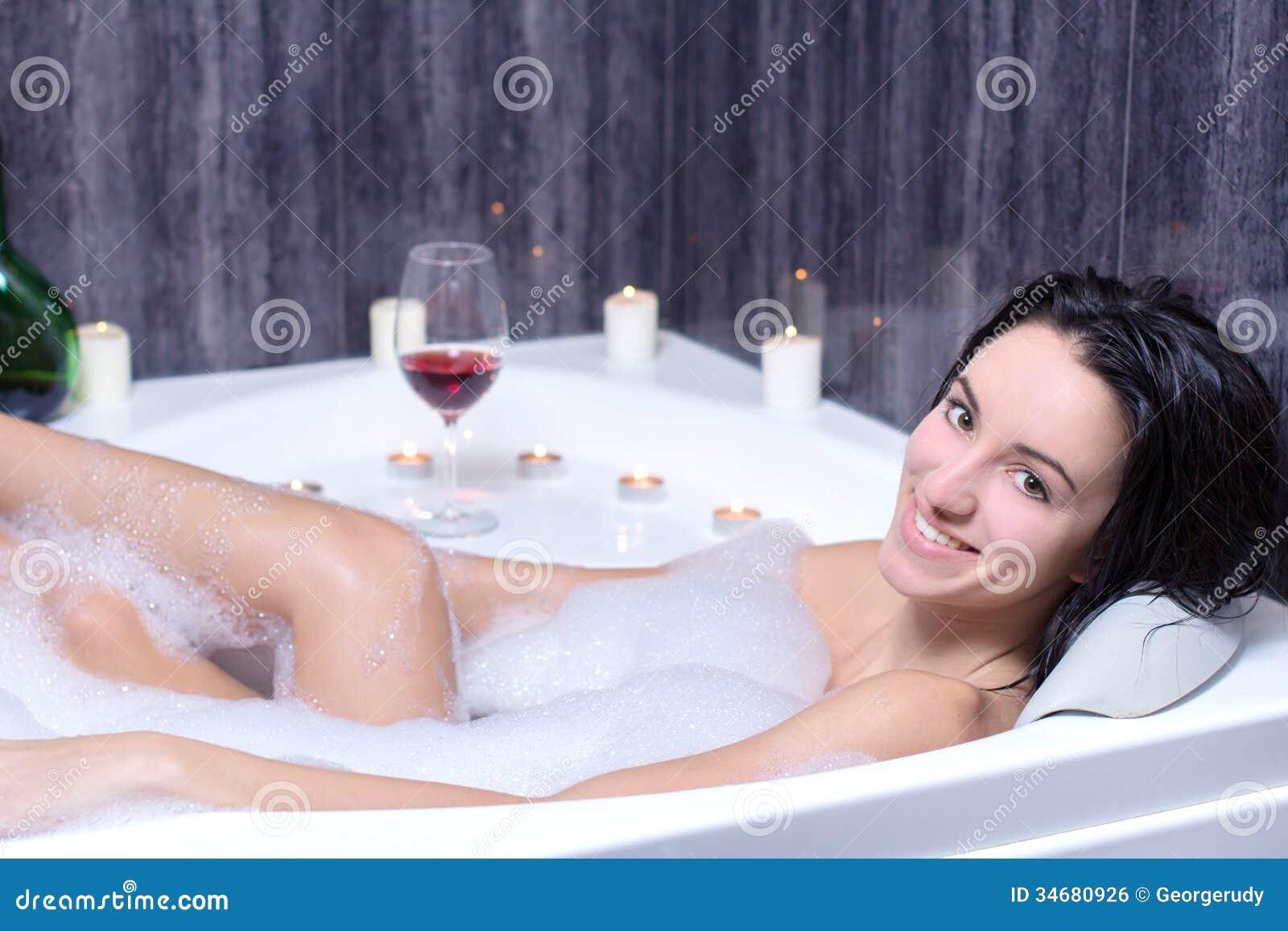 Смотреть бесплатно в онлайне как моются женщины, Эротика и порно, снятые в бане или в сауне смотреть 19 фотография